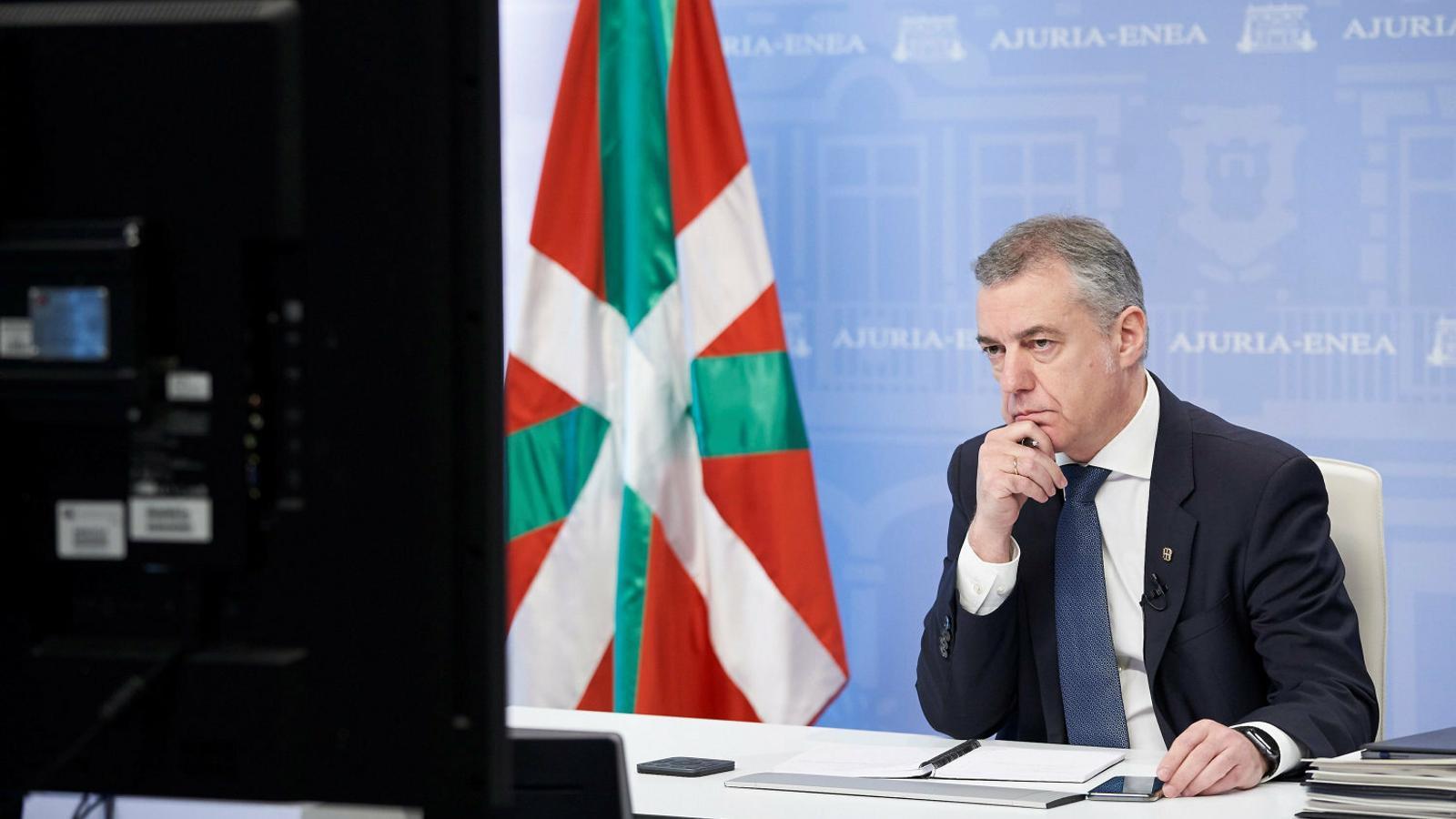 El lehendakari, Iñigo Urkullu, al seu despatx el 29 de març en una reunió via telemàtica.