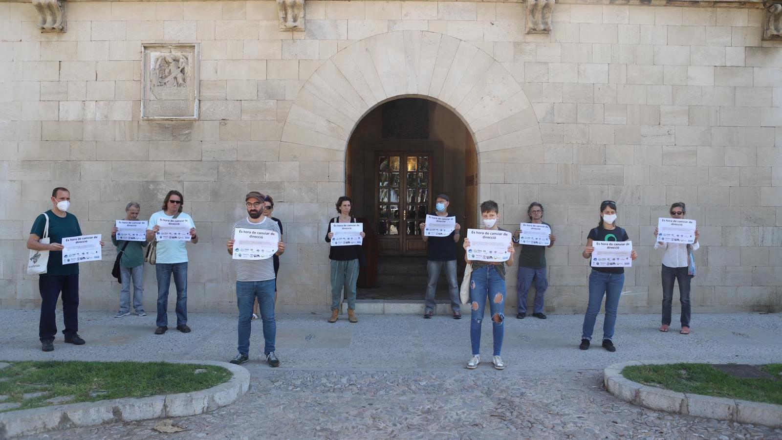 """Entitats socials qualifiquen de """"suïcidi"""" i """"traïció"""" el decret del Govern per reactivar les Balears"""