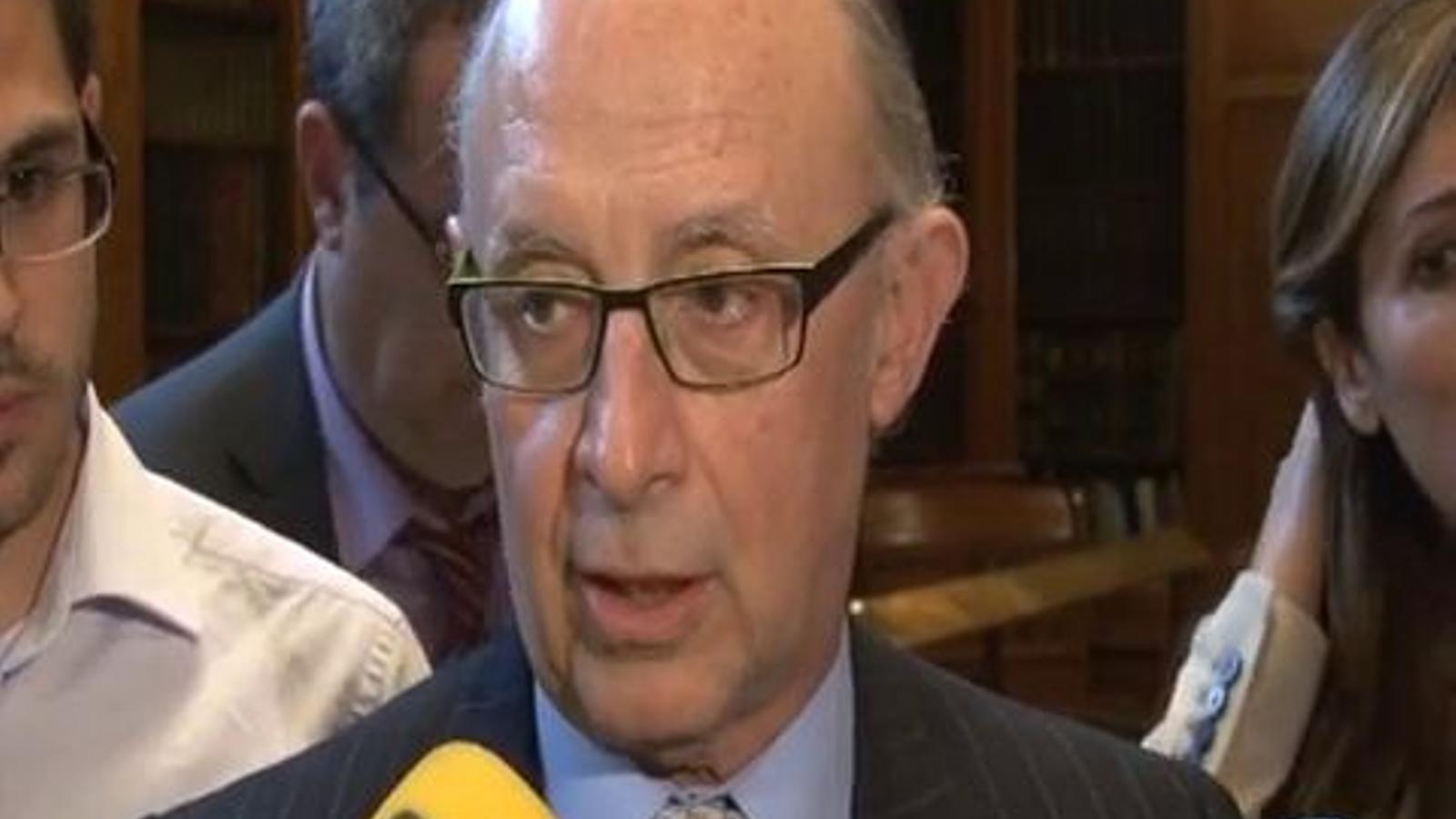 Montoro diu, amb rialles, que mai es concedirà el 2% de dèficit a Catalunya