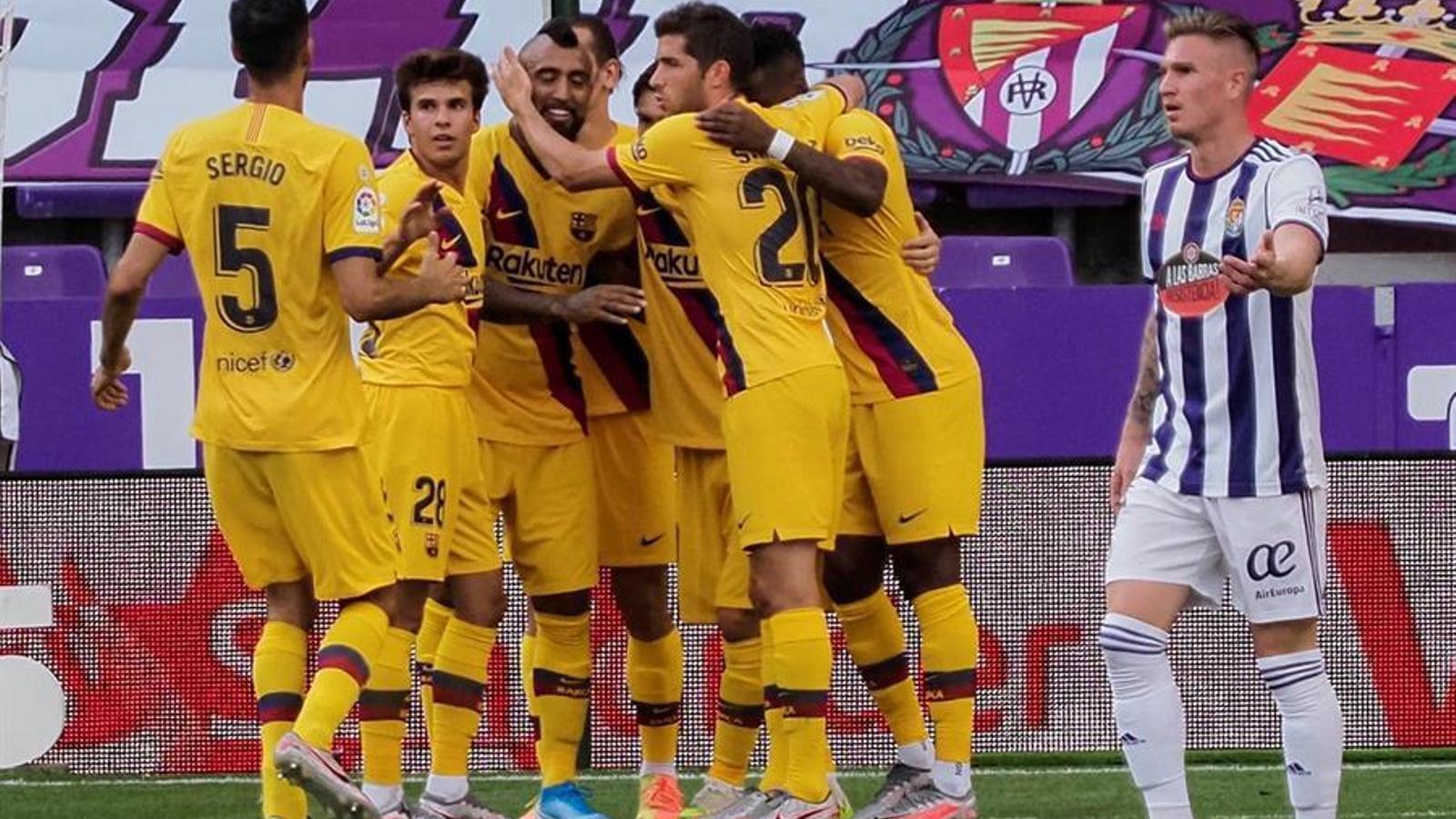 Els jugadors del Barça, celebrant el 0-1 a Valladolid
