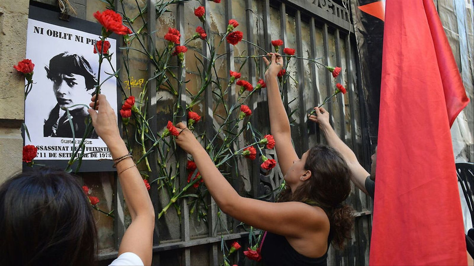 Els familiars de les víctimes de la Transició volen portar Martín Villa a judici