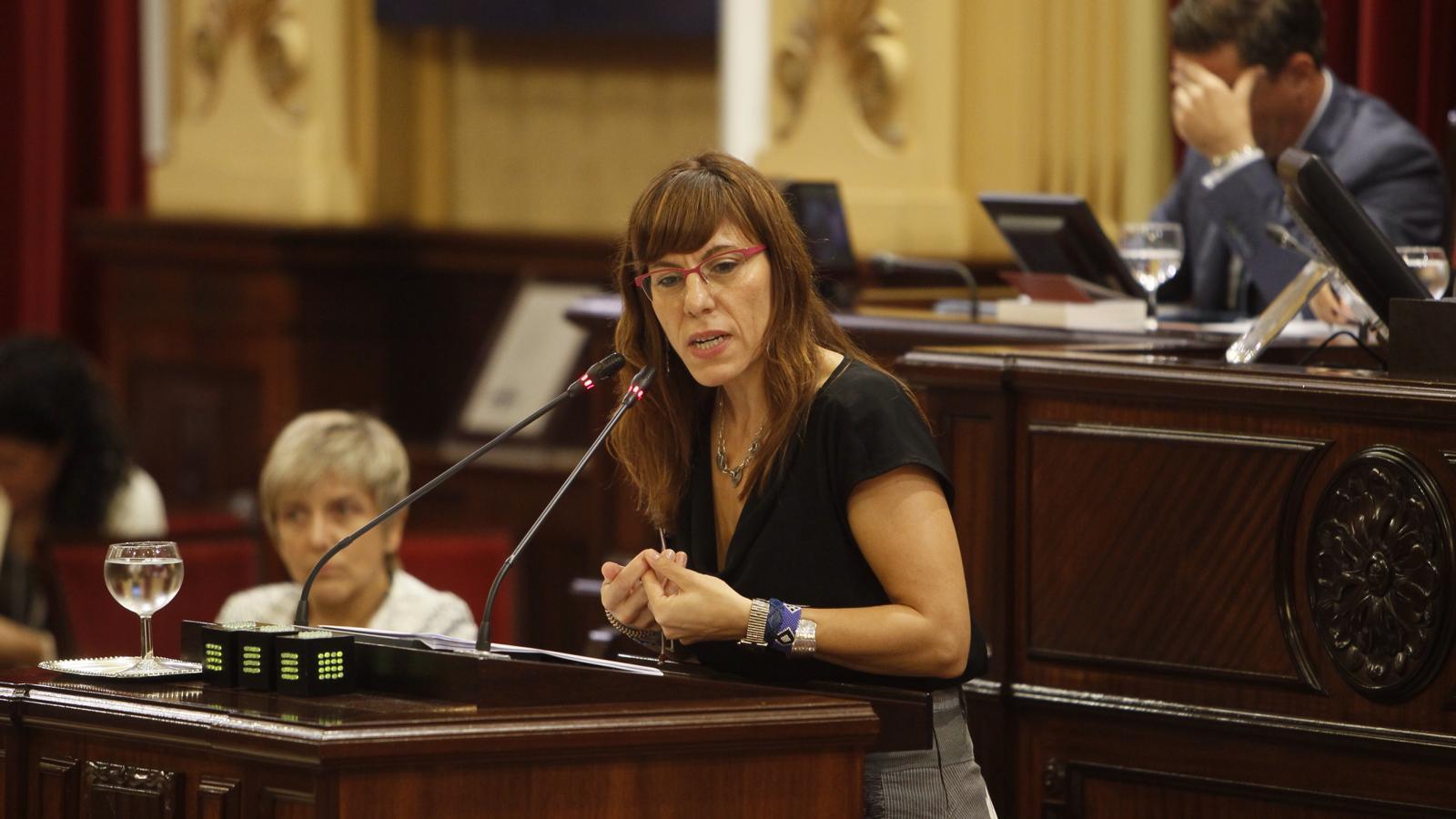 La portaveu de Podem, Laura Camargo, durant el debat de política general.