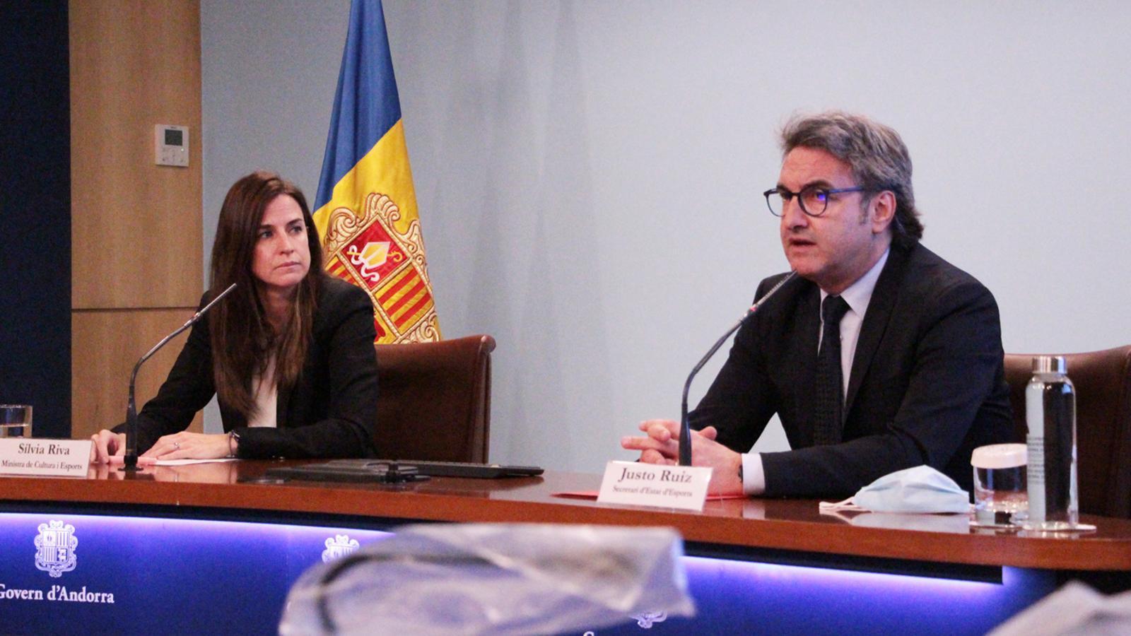 La ministra de Cultura i Esports, Sílvia Riva, i el secretari d'Estat d'Esports, Justo Ruiz, durant la roda de premsa de presentació de les subvencions per a les entitats esportives pel 2020. / M. P. (ANA)