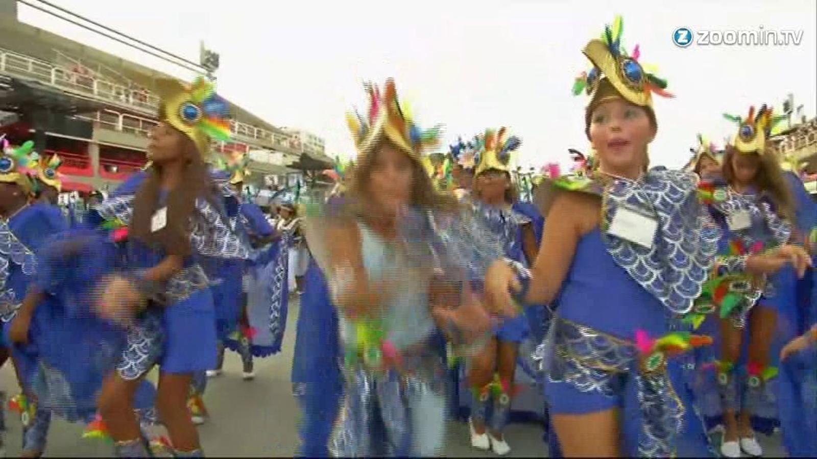 Els nens envaeixen el sambòdrom de Río de Janeiro a la recta final del carnaval