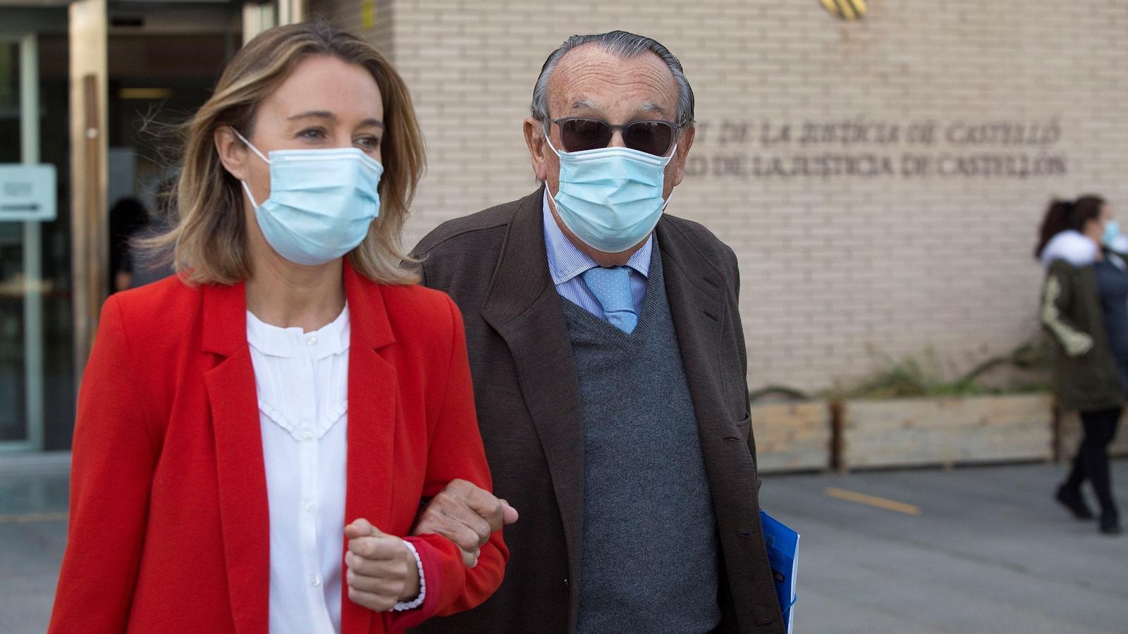 L'expresident de la Diputació de Castelló, Carlos Fabra, acompanyat per la seva filla Andrea, després de declarar sobre el presumpte ocultament que l'exdirigent del PP va fer de part dels seus béns