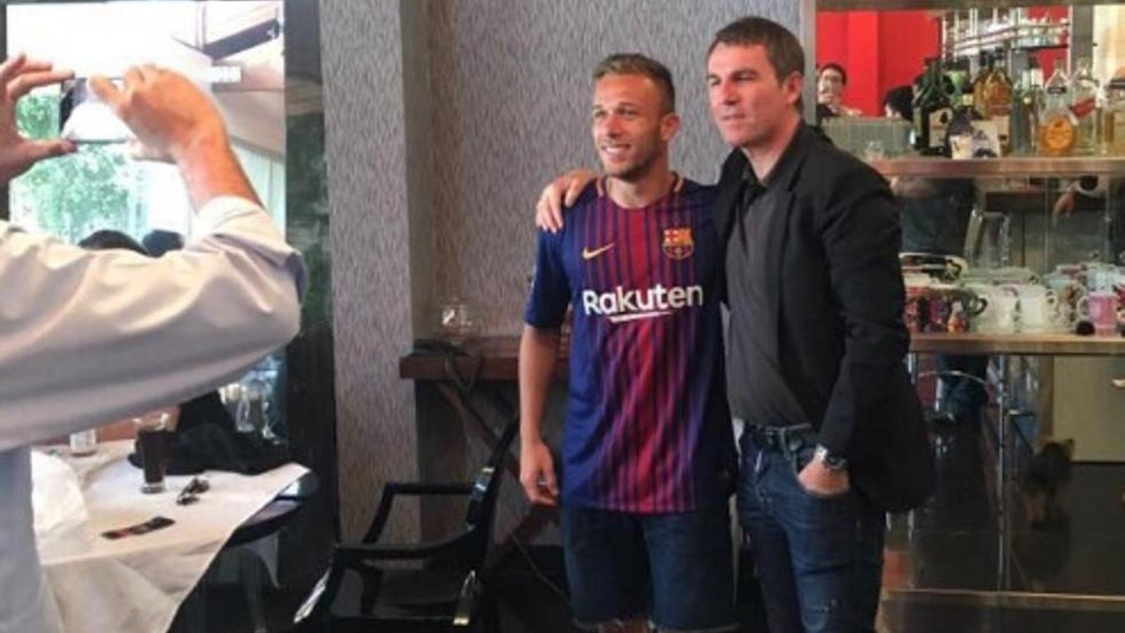 Reunió a Barcelona per tractar el traspàs d'Arthur al Barça