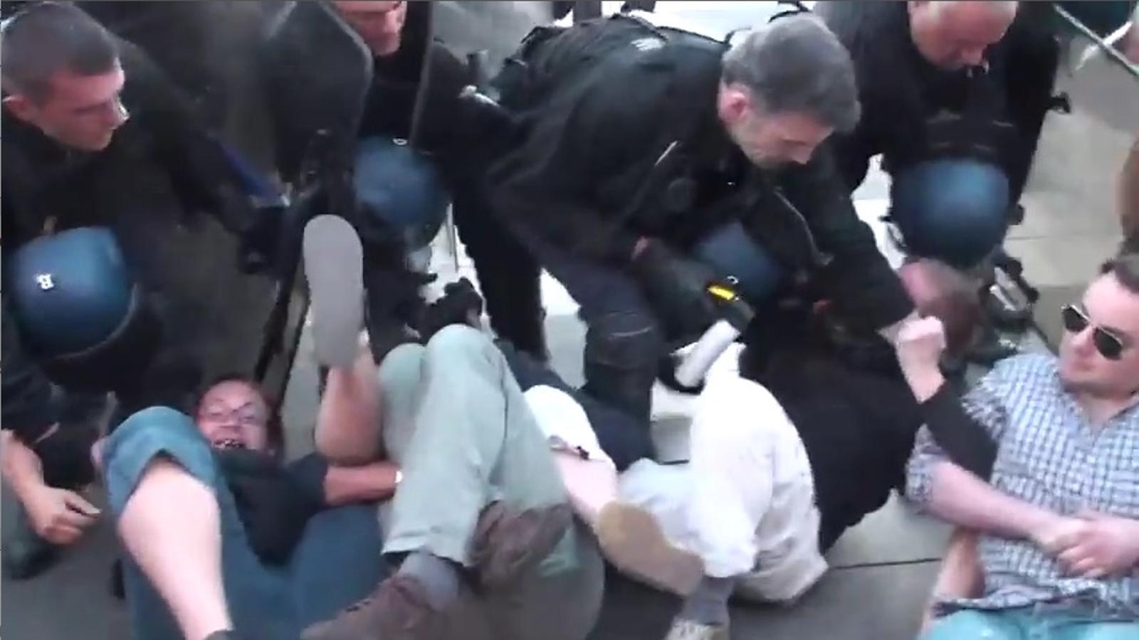 Repressió policial a La Bastilla