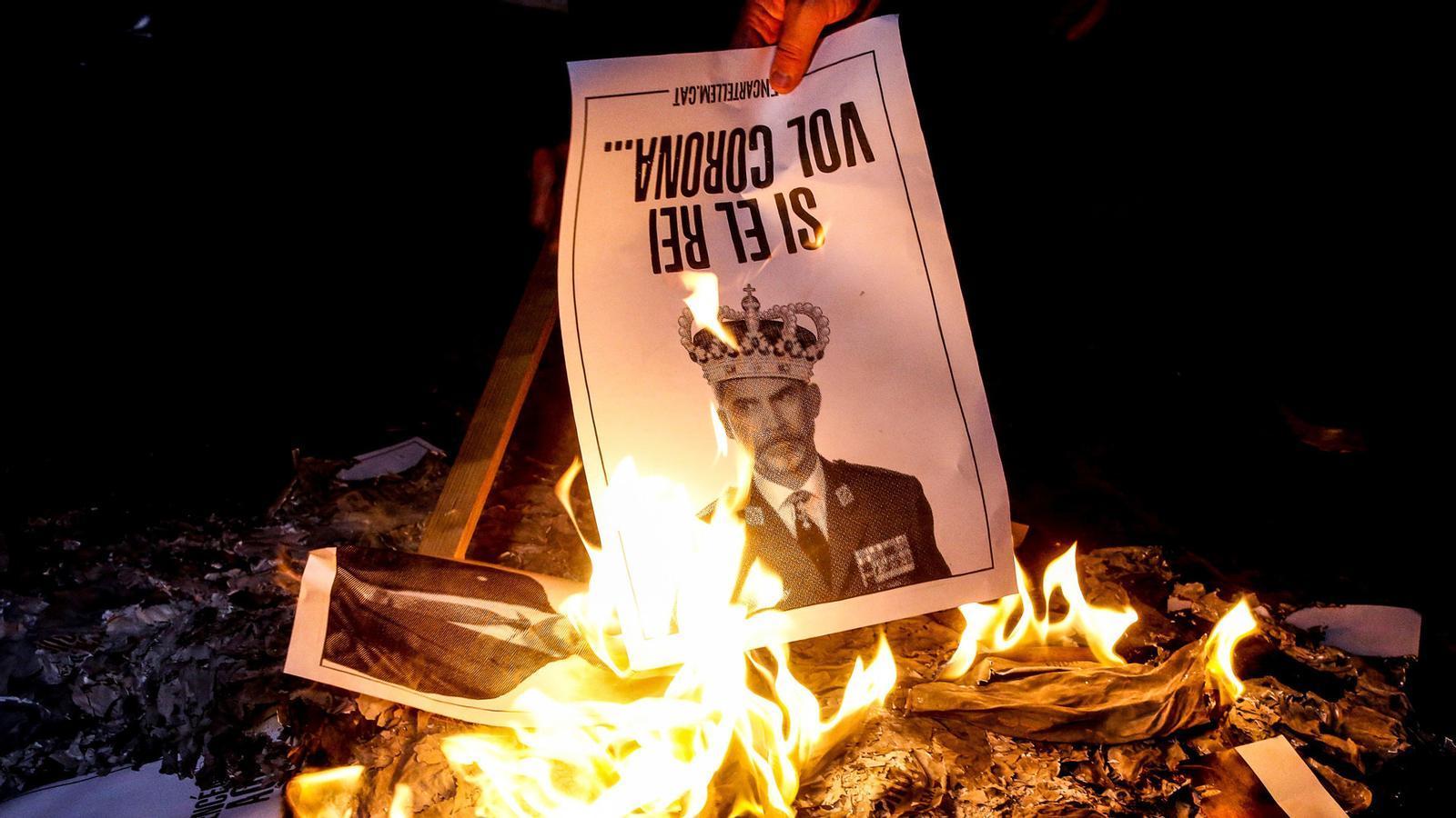 Felip VI és avui a Barcelona, consell de ministres per decretar l'estat d'alarma a Madrid i Bartomeu recorre a la Guàrdia Civil per frenar el vot de censura: les claus del dia, amb Antoni Bassas (09/10/2020)