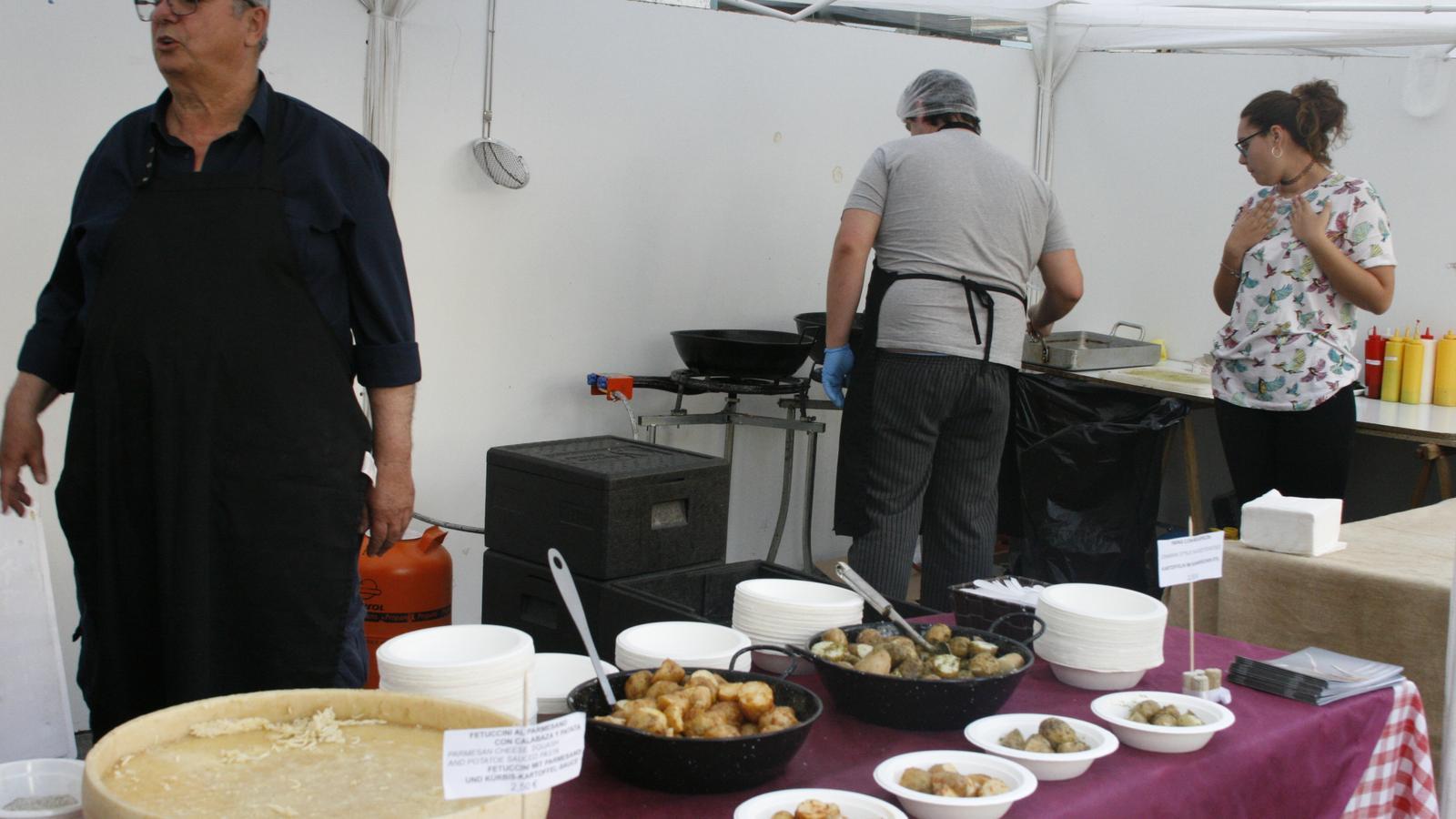 Les cuines pobleres presenten la patata en molts combinats.