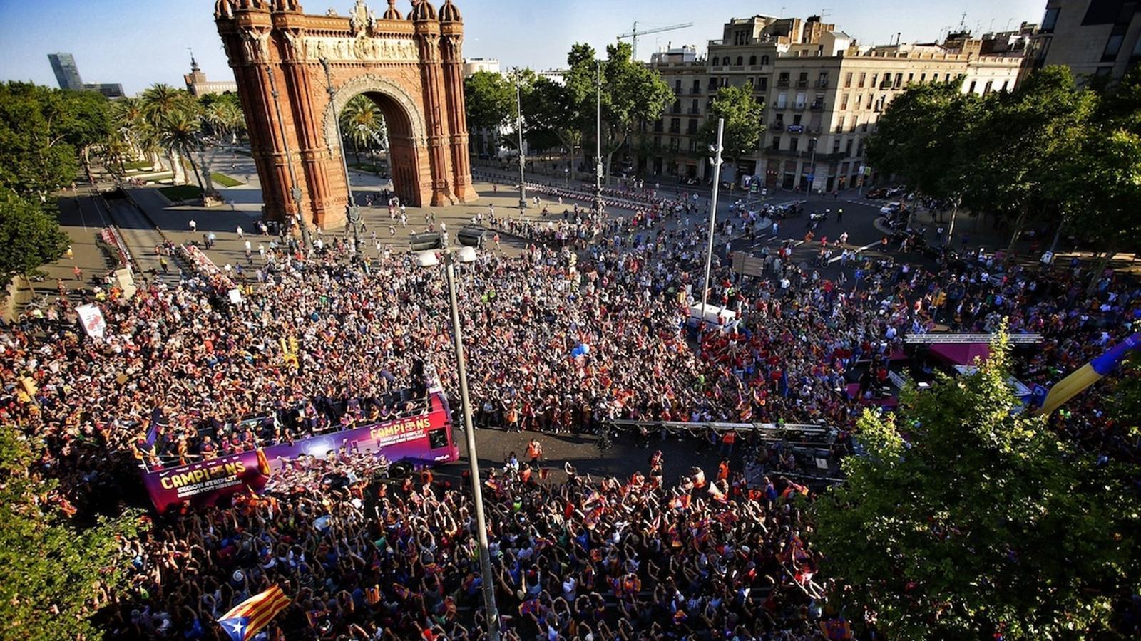 La rua del Barça, al seu pas per Arc de Triomf / PERE VIRGILI