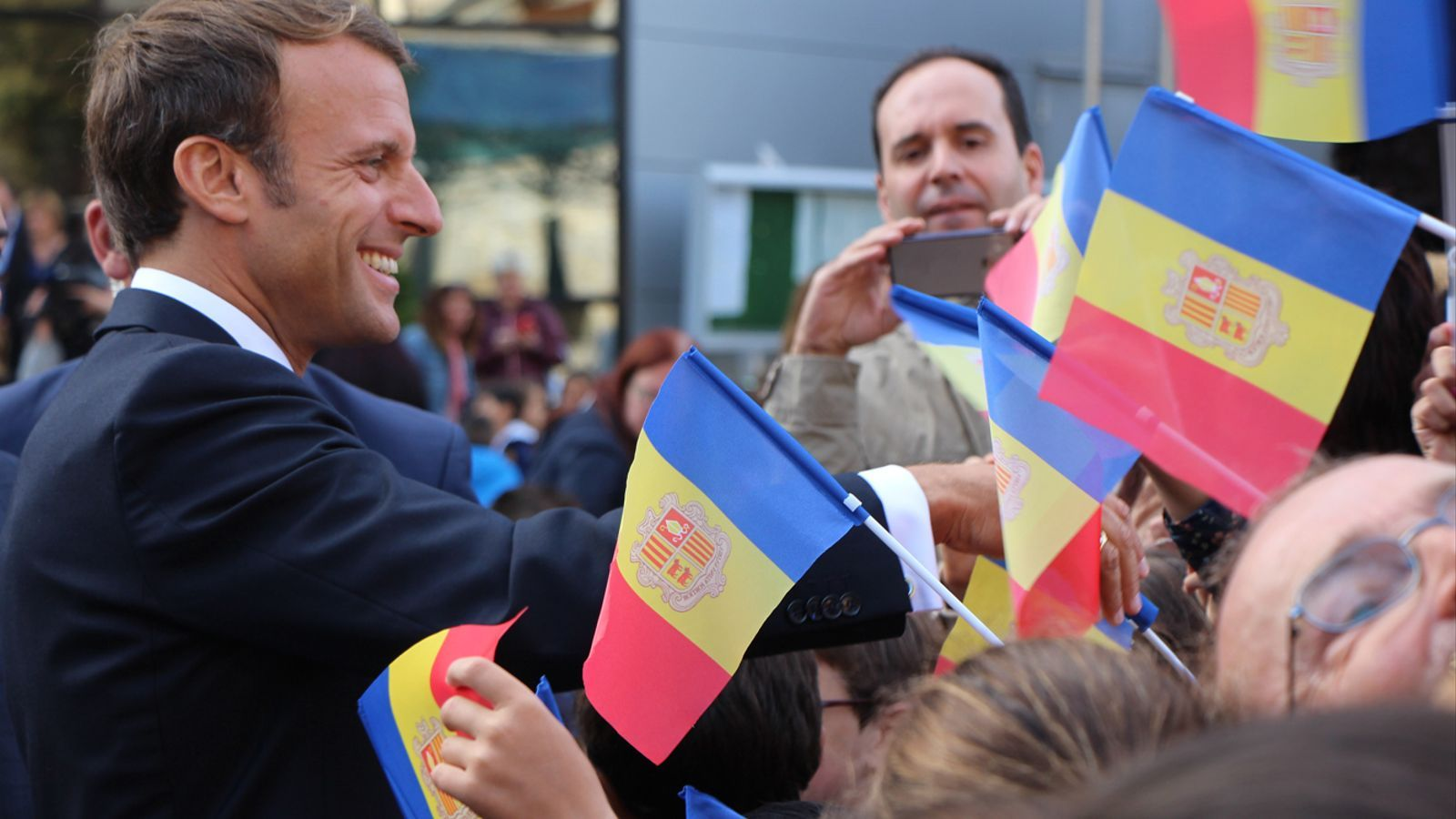 El copríncep francès, Emmanuel Macron, al seu pas per Encamp. / T. N. (ANA)