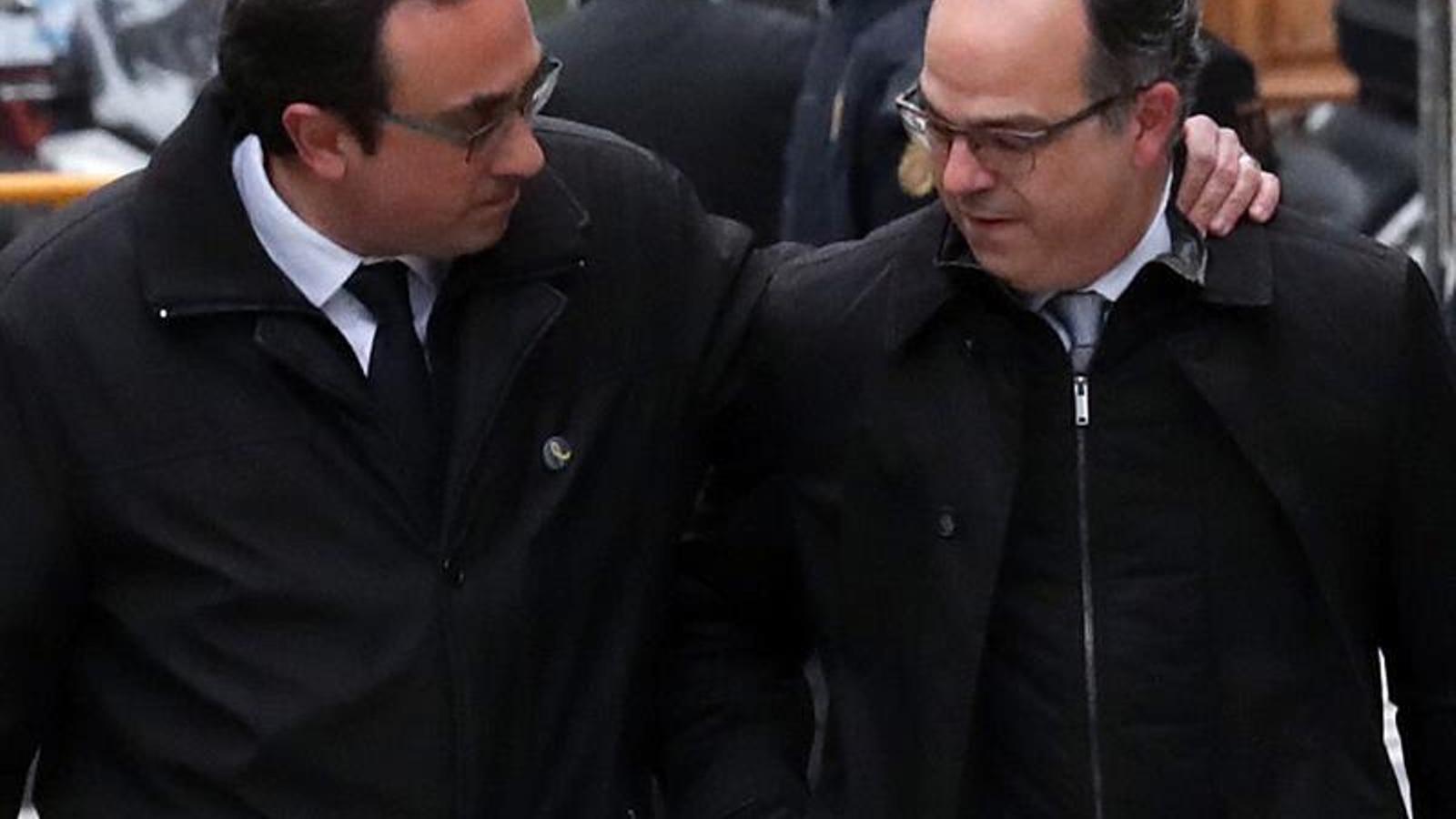 Josep Rull i Jordi Turull entrant aquest divendres al Tribunal Suprem. EFE