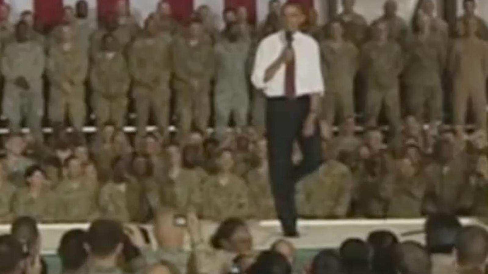 Obama viatja a l'Afganistan per agrair a les tropes dels EUA el seu servei
