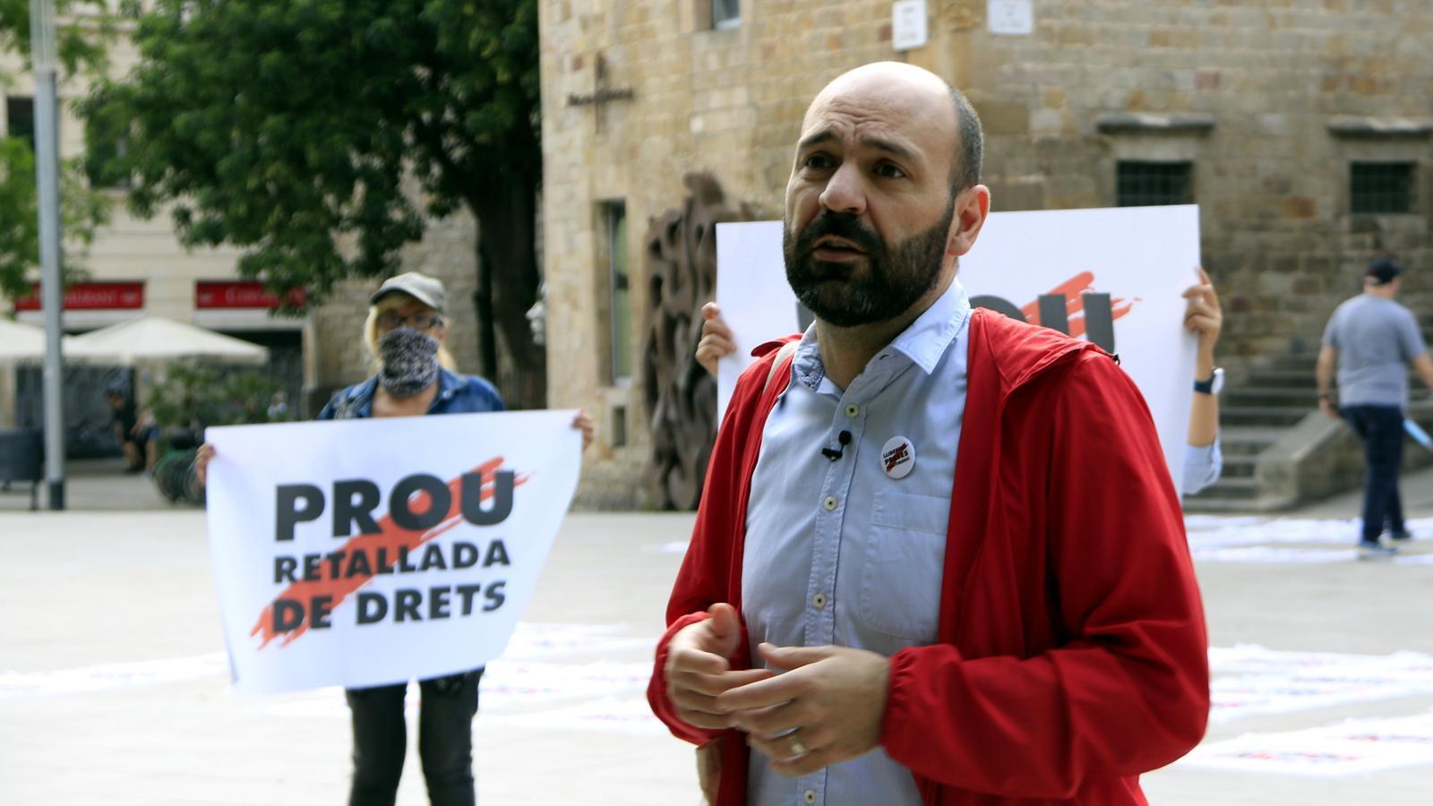 El vicepresident d'Òmnium Cultural Marcel Mauri en la protesta davant de la catedral.