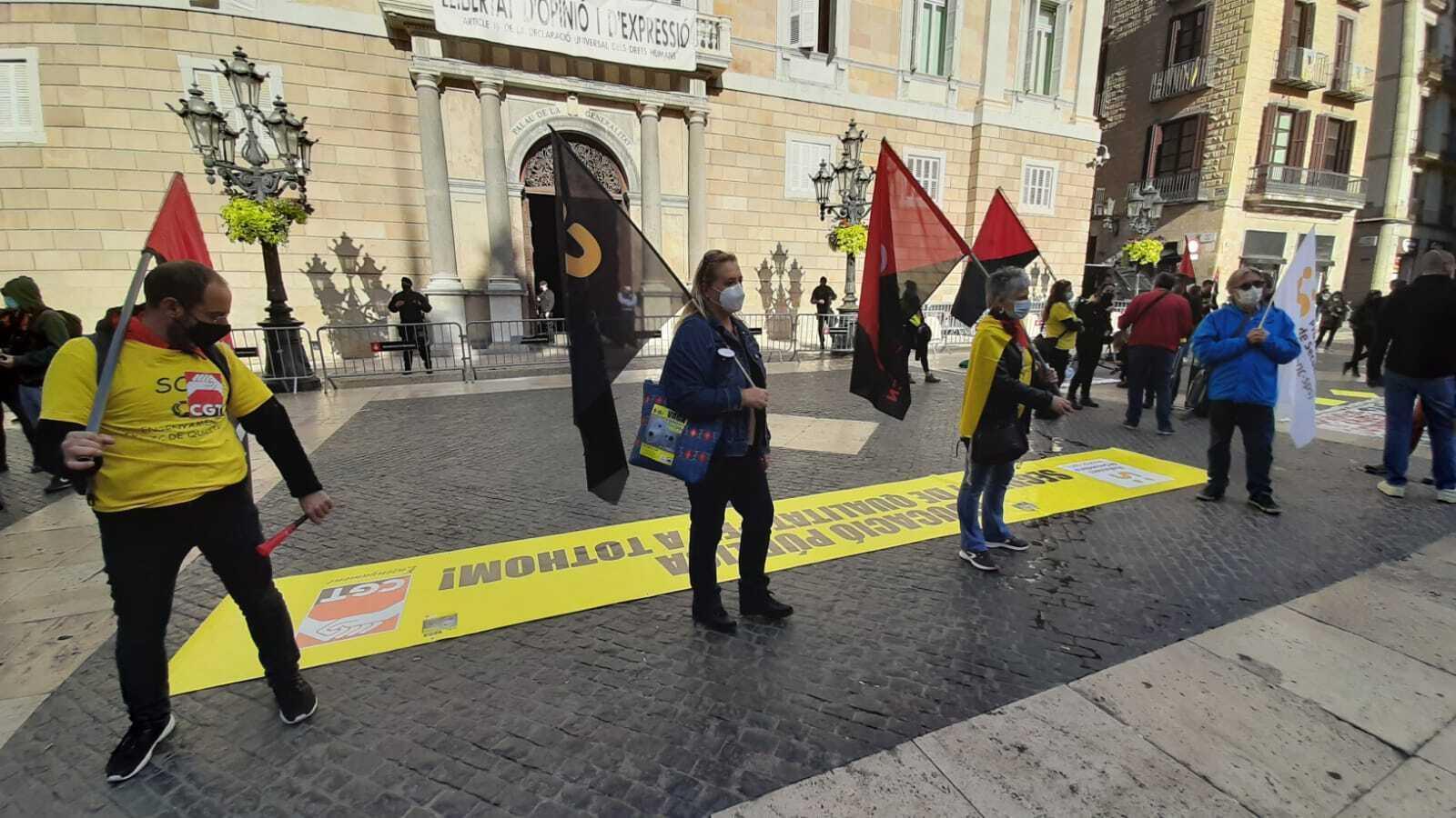 La CGT i Aspepc-sps s'han concentrat a la plaça Sant Jaume, en la segona jornada de vaga