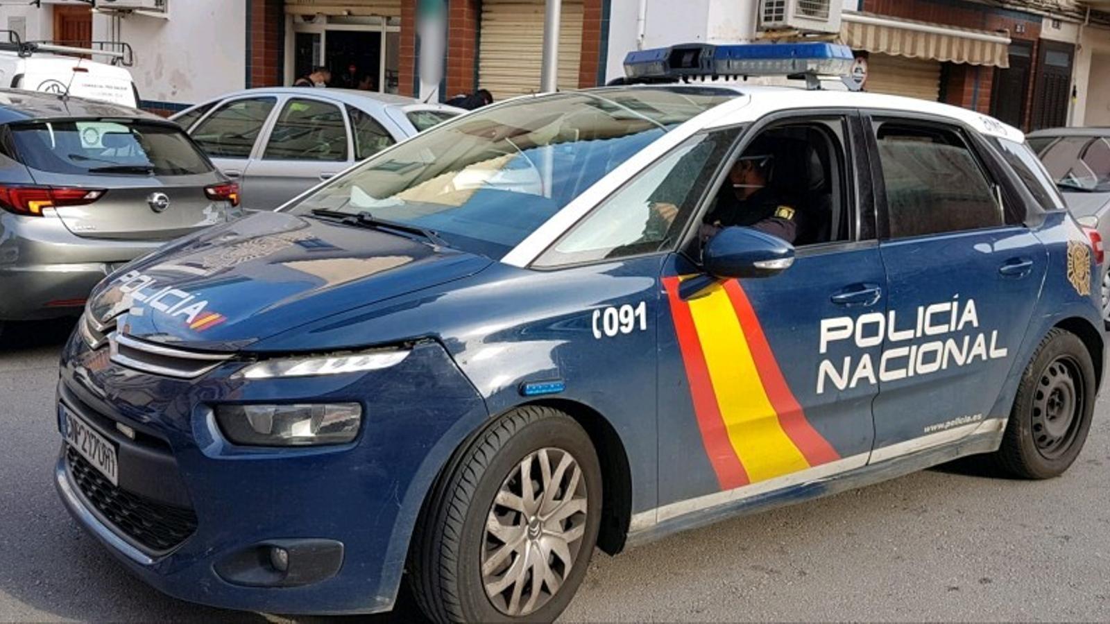 Agents de la Policia Nacional patrullen pels carrers de les Balears