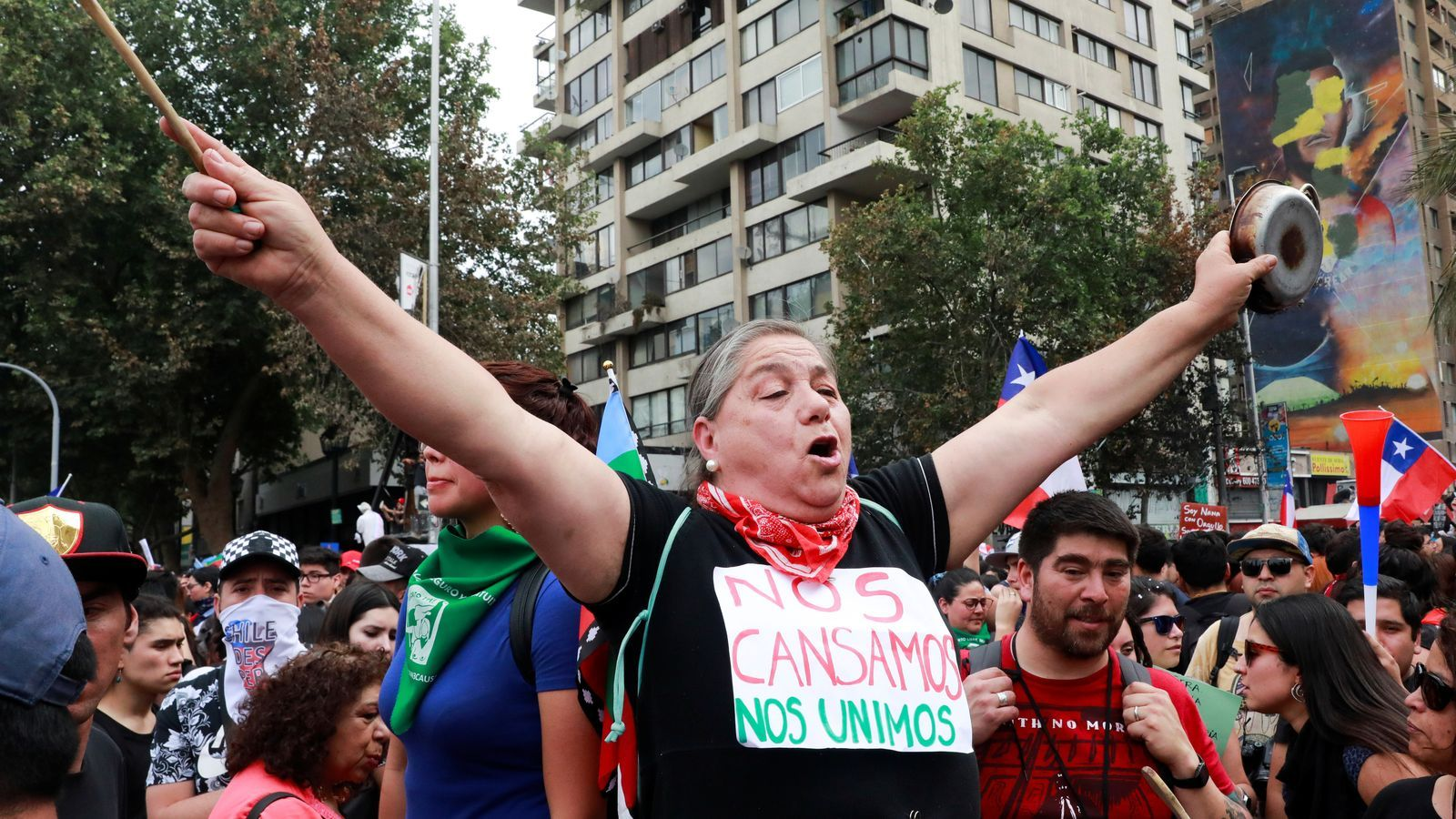 Una dona protesta en una de les concentracions convocades a Xile