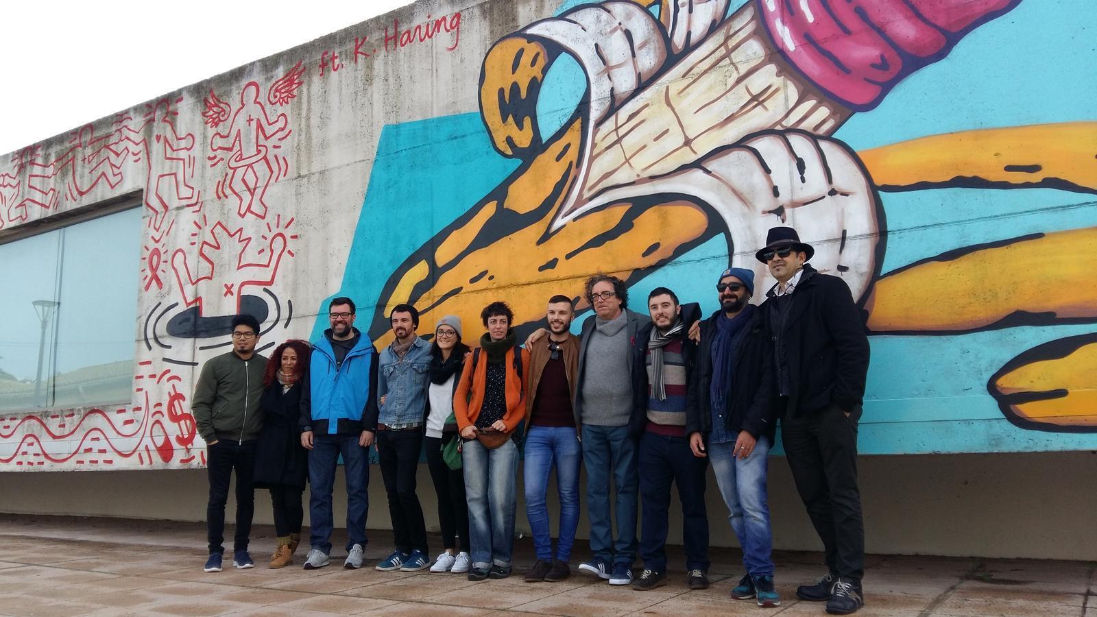 Soma combat el 'SIDA social' amb un graffiti al casal de barri Can Alonso