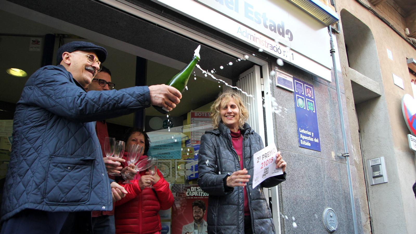 """El segon premi de la Loteria de Nadal esquitxa Castellbisbal: """"El Nadal serà especial"""""""