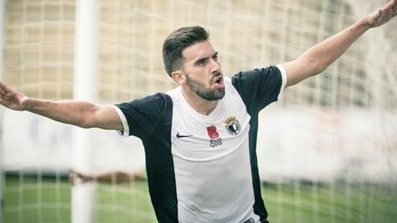 Adri Hernàndez celebra un gol amb el Burgos.