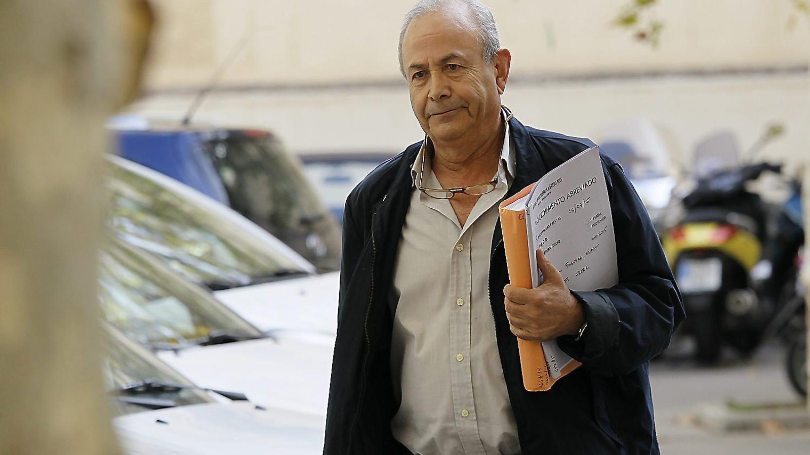 El titular del Jutjat d'Instrucció número 3 de Palma, José Castro, arribant als Jutjats de l'Avinguda d'Alemanya.