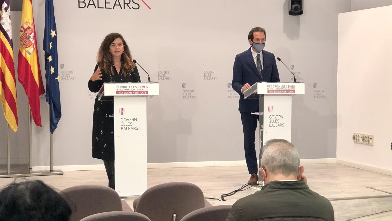 La consellera de Presidència, Pilar Costa, i el conseller de Mobilitat, Marc Pons