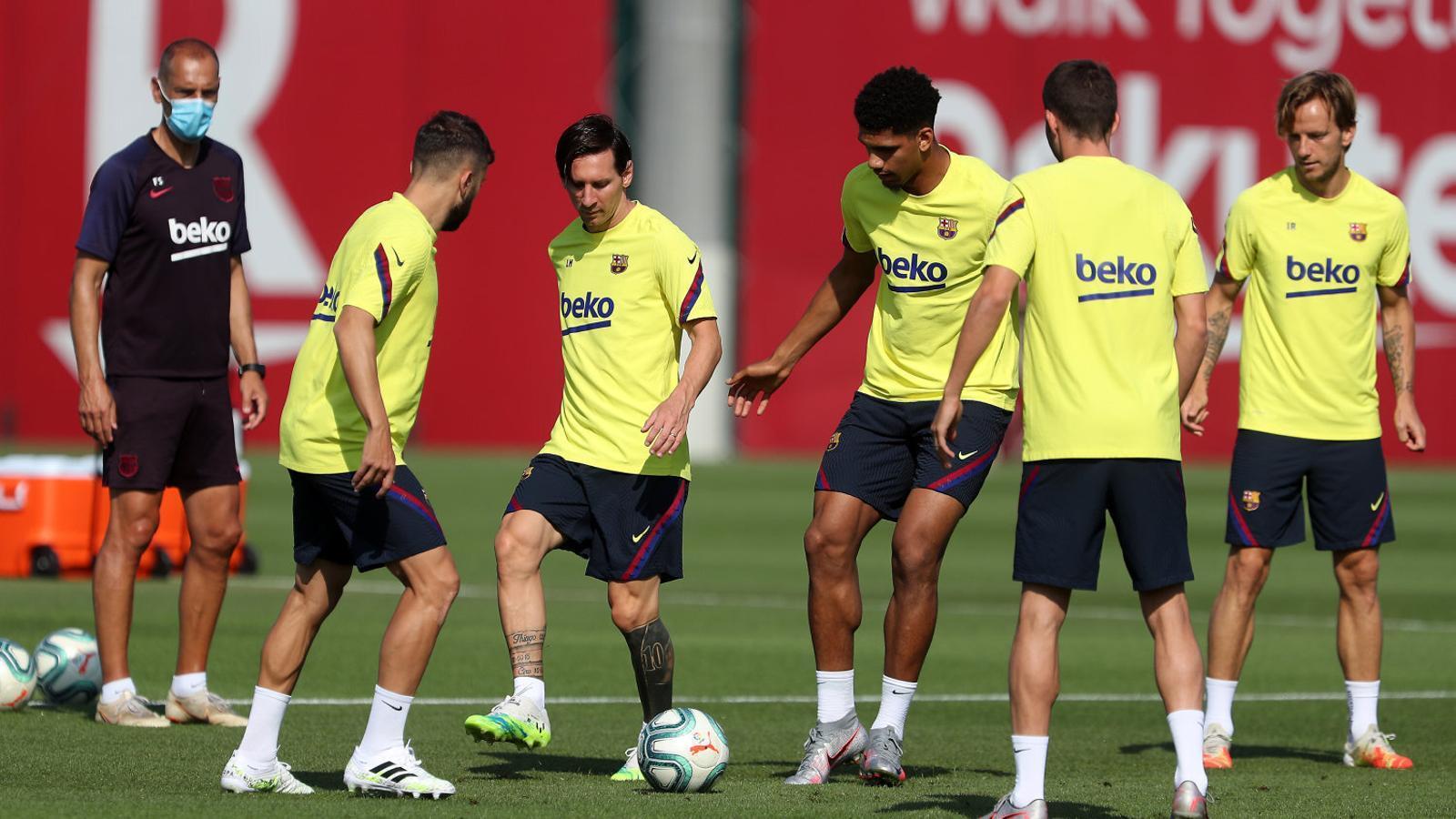 Messi durant l'entrenament d'ahir. L'argentí intentarà marcar el seu gol número 700 contra l'Atlètic de Madrid.