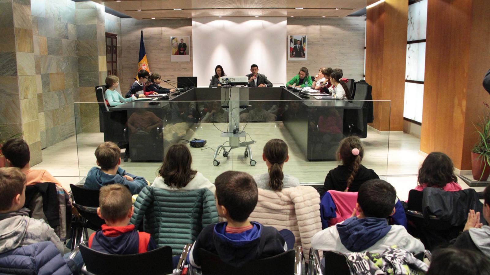 Inici de la sessió ordinària del Consell d'infants d'Ordino. / M. P. (ANA)