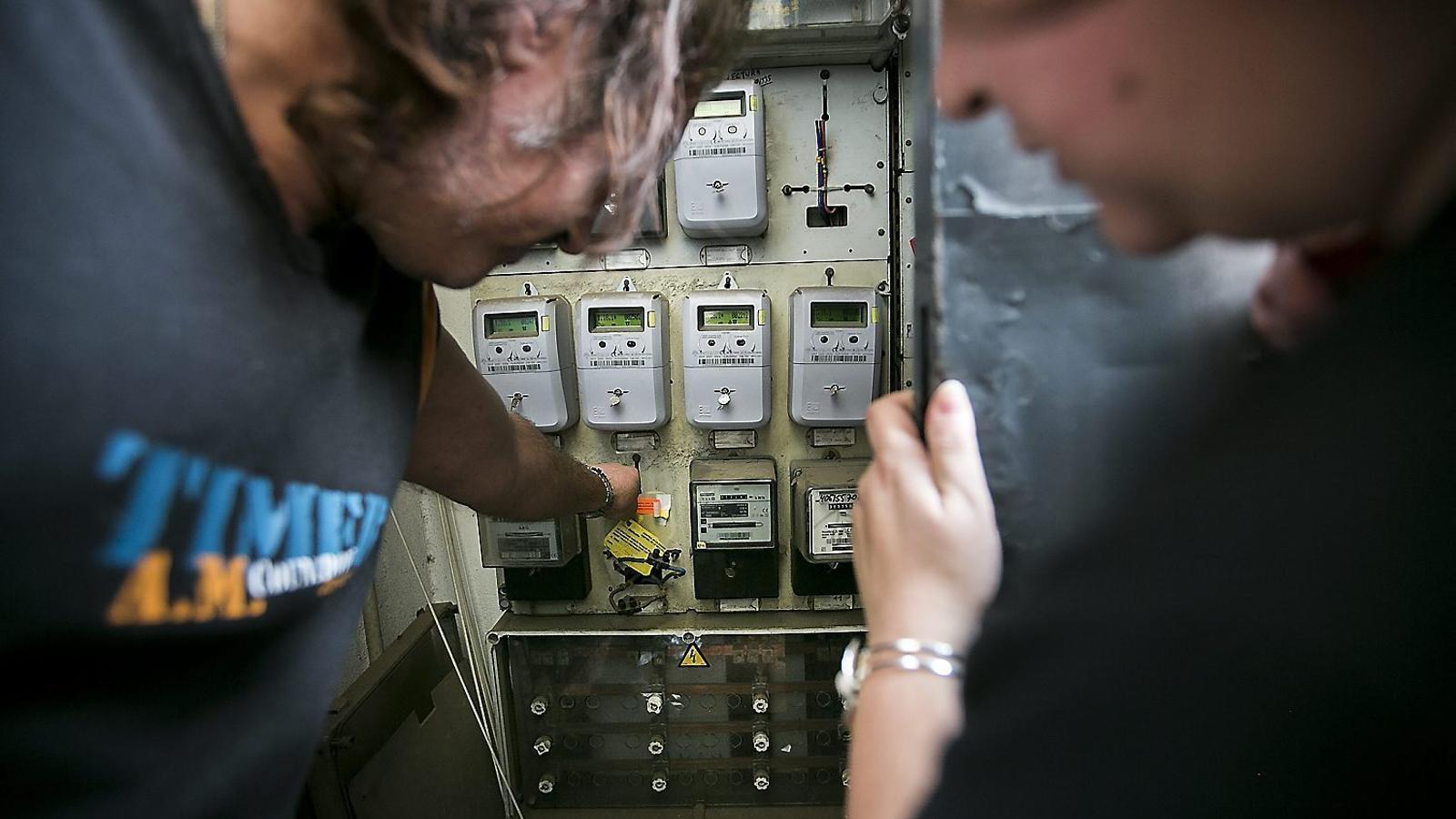 Els ajuntaments marquen perfil en el pols amb Endesa: que la companyia perdoni el deute o que l'assumeixi el Govern