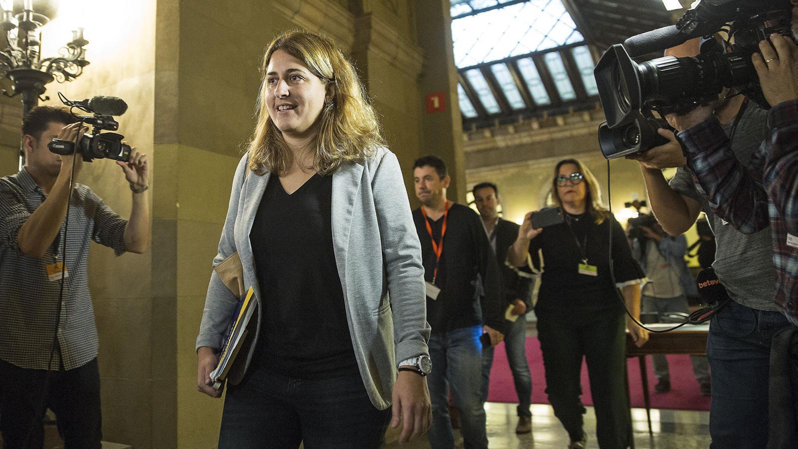 La coordinadora general del PDECat, Marta Pascal, en una imatge d'arxiu als passadissos del Parlament.