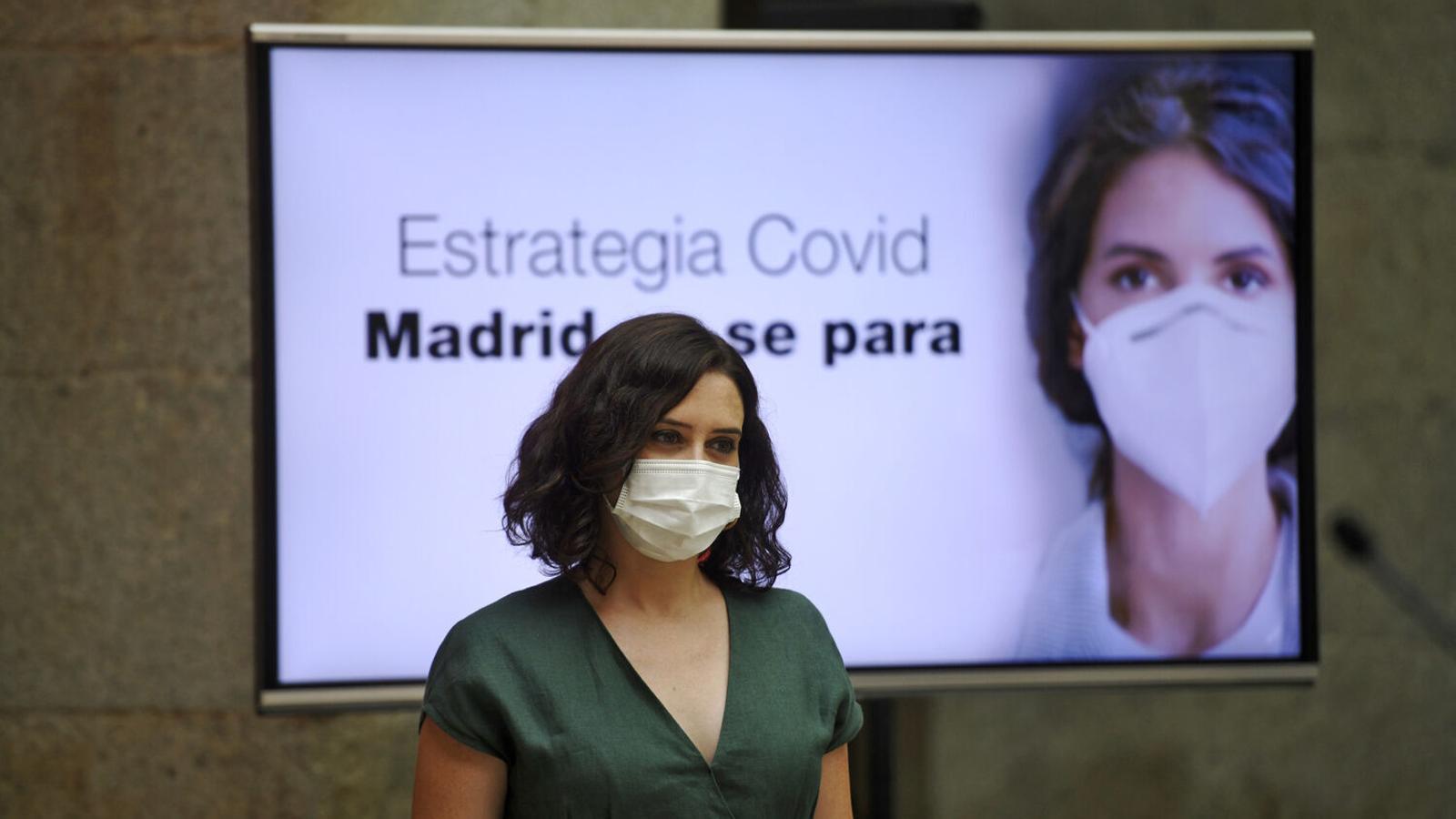 """Ayuso diu que no està """"en rebel·lia"""" i complirà l'ordre de confinar Madrid, però la portarà als tribunals"""