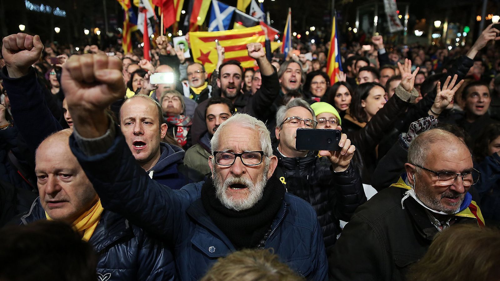 Imatge dels manifestants que ahir van omplir el passeig de Gràcia de Barcelona.