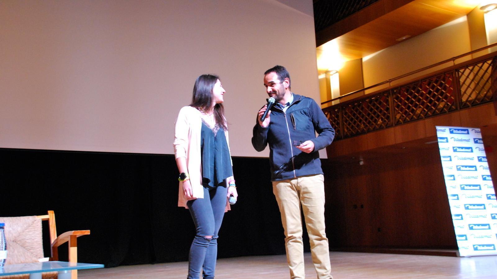 Estefania Troguet i el conseller de Turisme, Esports i Dinamització del comú d'Ordino, Jordi Serracanta, presenten el documental 'Guanyant alçada'. / C. G. (ANA)