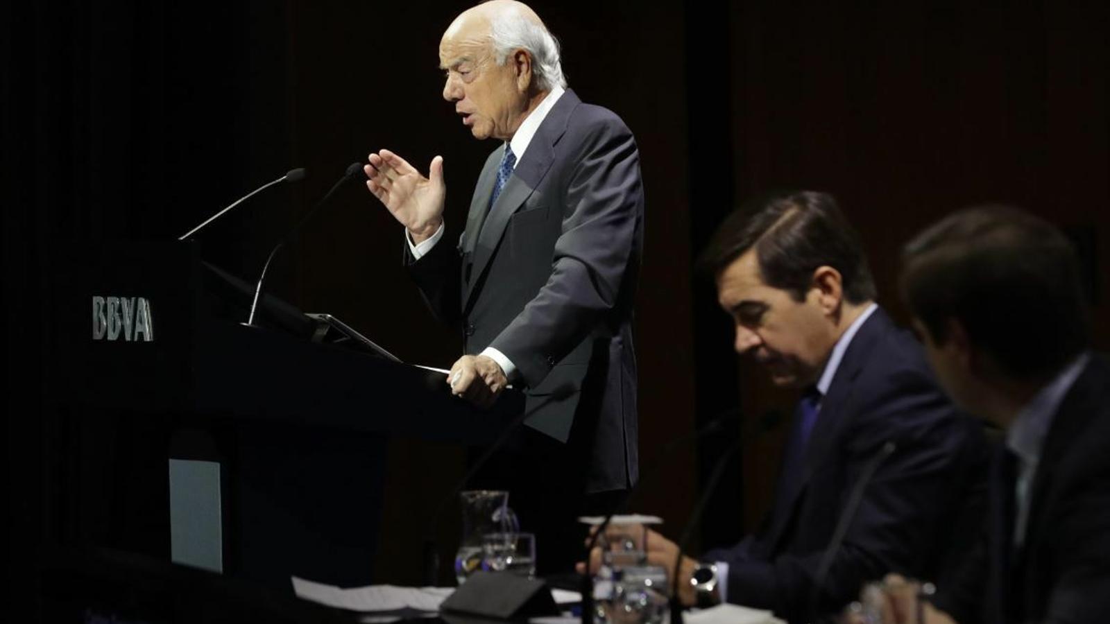 Francisco González, en companyia de l'actual president del banc, Carlos Torres.