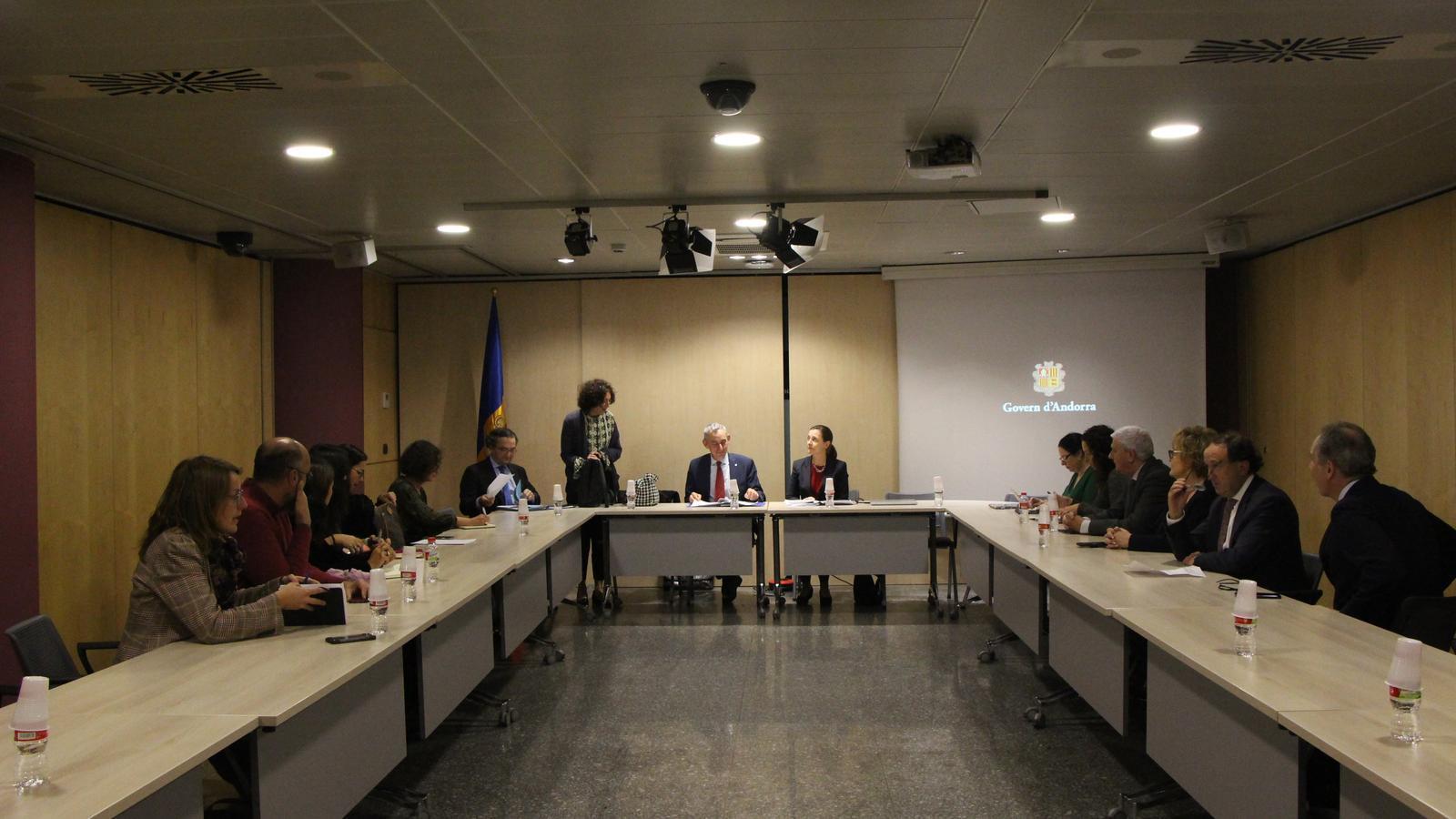 Reunió de la visita al país de la nova comissió negociadora. / M. F