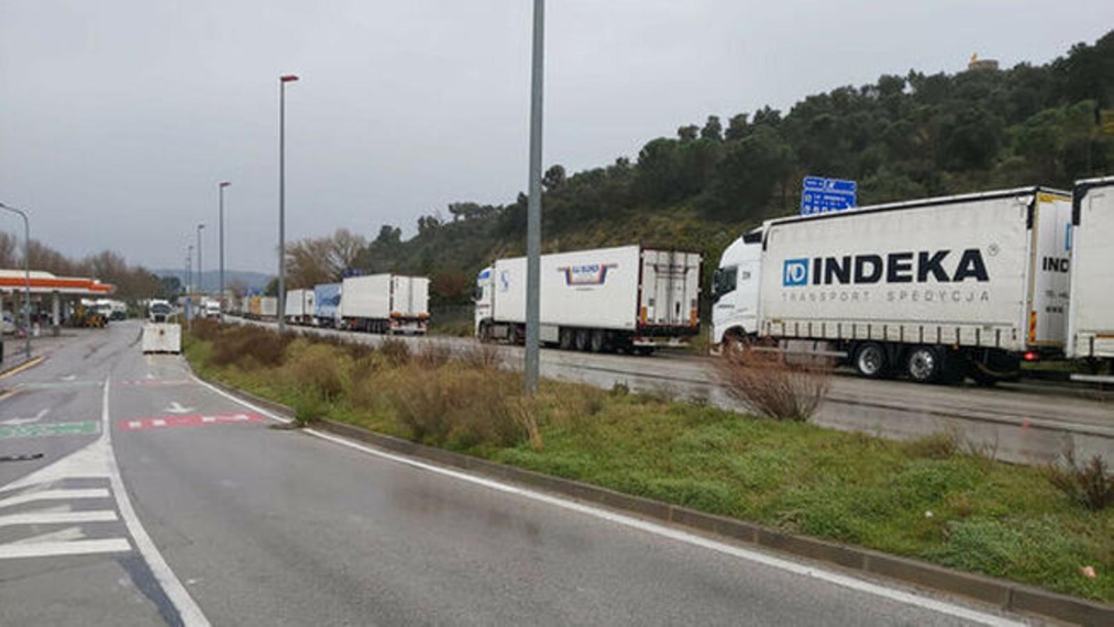 Los camiones atrapados en la Jonquera y en Tarragona ya pueden circular