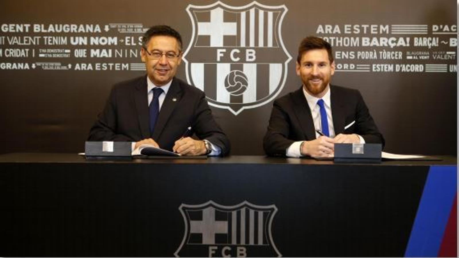 Josep Maria Bartomeu i Leo Messi, durant l'acte de signatura