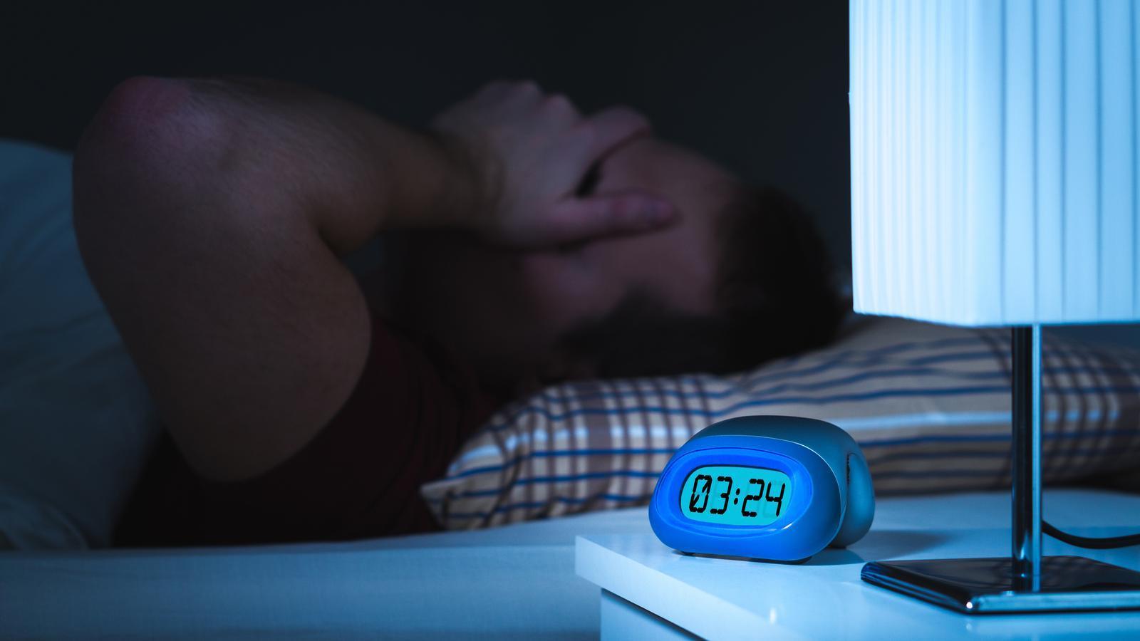 Més rutines i exercici i menys pantalles, consells per dormir bé