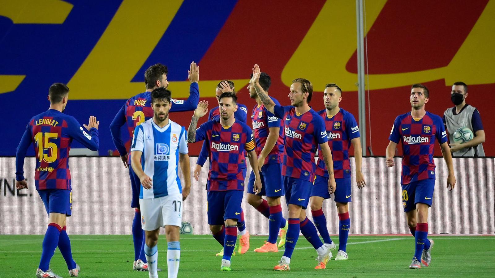 Els jugadors del Barça celebrant el gol de Luis Suárez contra l'Espanyol.