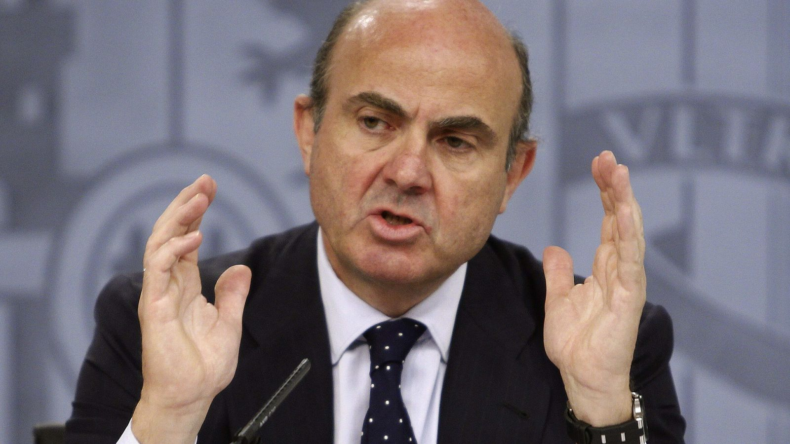 El ministre d'Economia, Luis de Guindos, aquest divendres a la roda de premsa posterior al consell de ministres / EFE