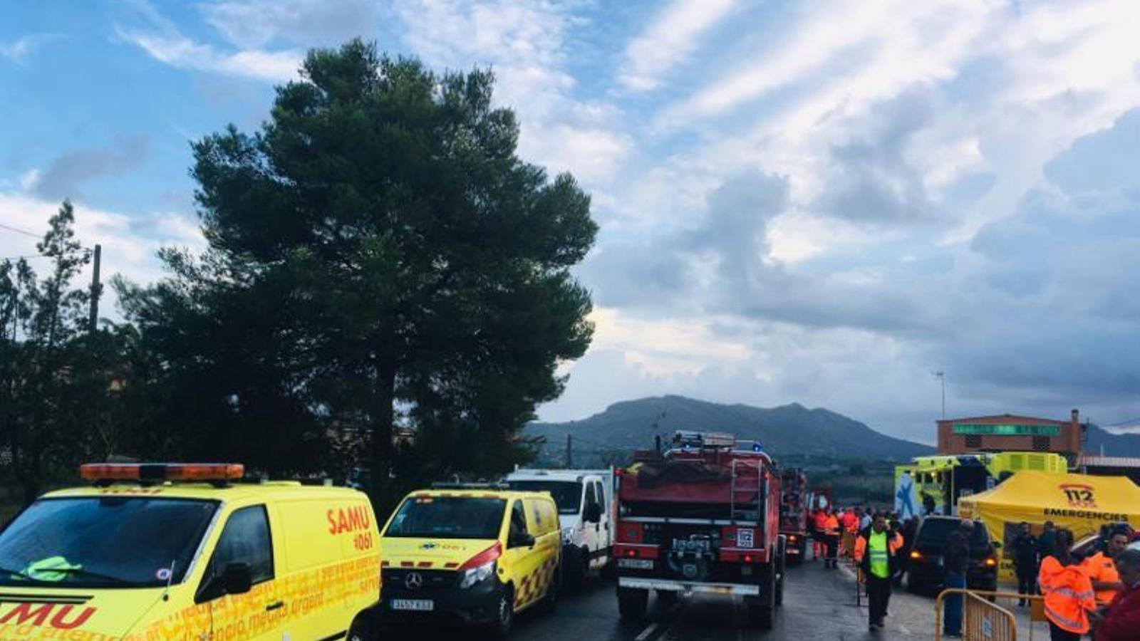Els equips d'emergència actuant a les foranes de Sant Llorenç en una imatge de recurs.