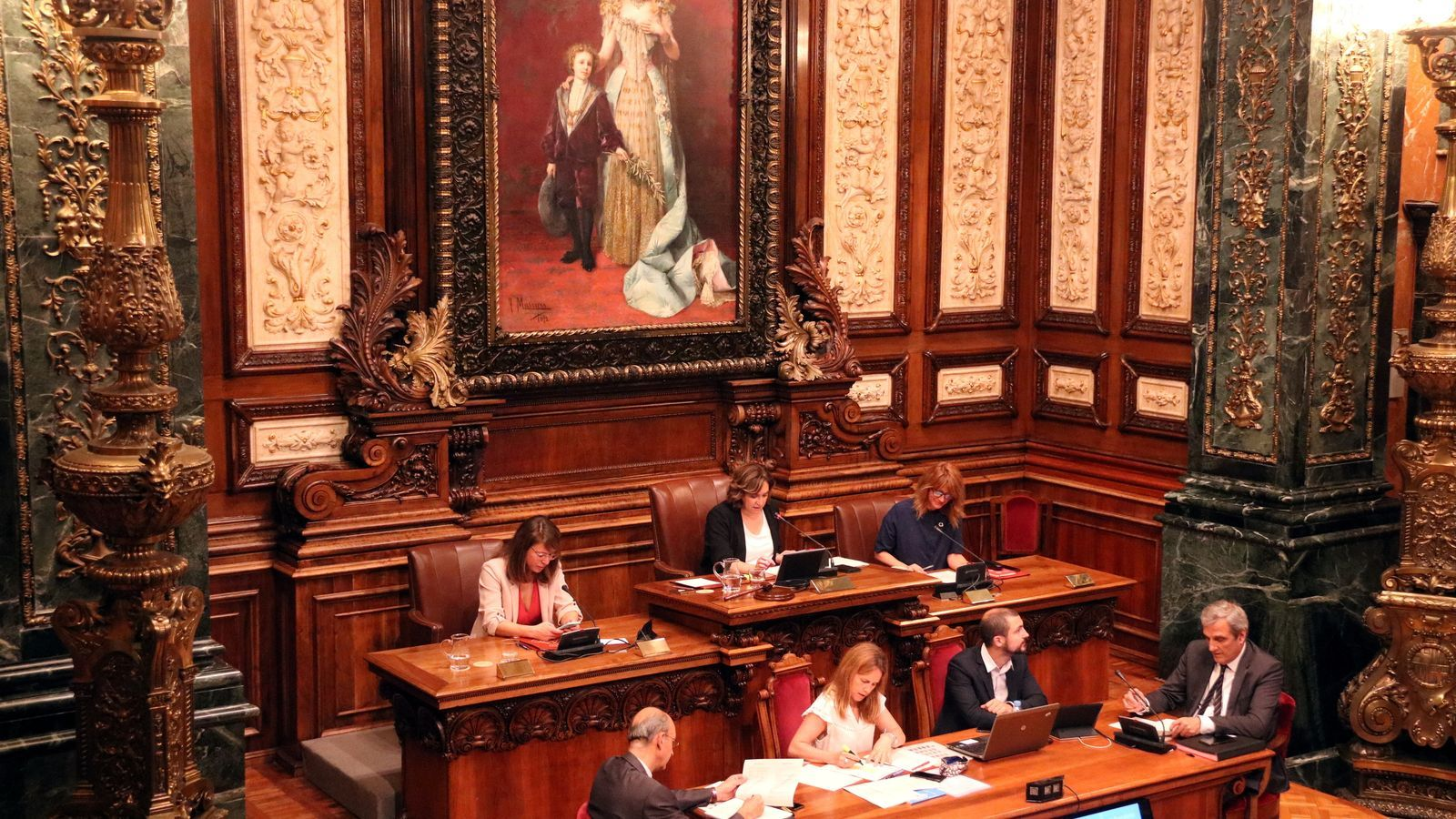 El nou govern de Colau comença a caminar amb l'oposició dividida