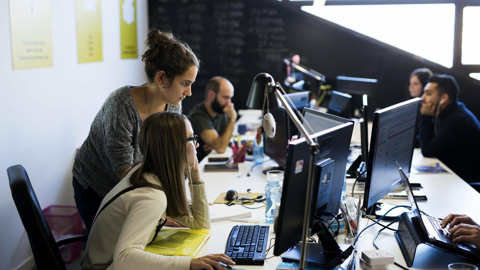 La bretxa salarial entre homes i dones a Catalunya es manté en el 23%