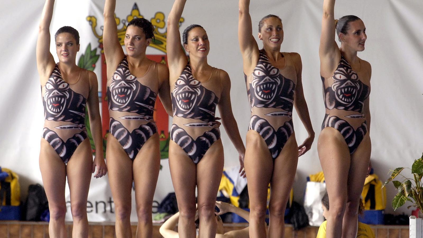 Tina Fuentes, a l'esquerra
