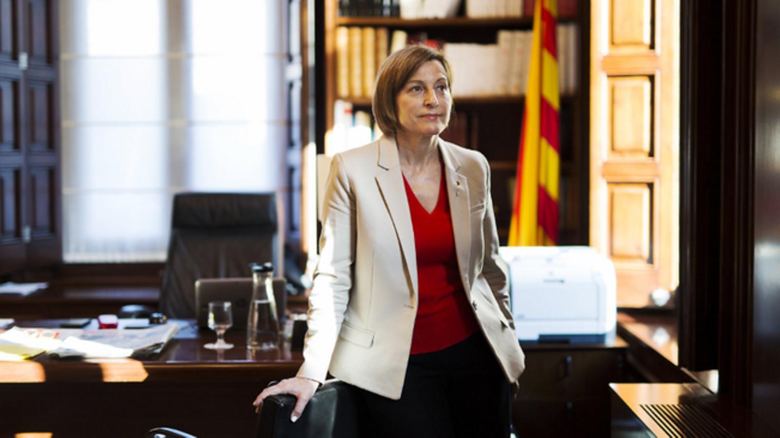 L'expresidenta del Parlament Carme Forcadell, al seu despatx a la cambra catalana en una imatge d'arxiu