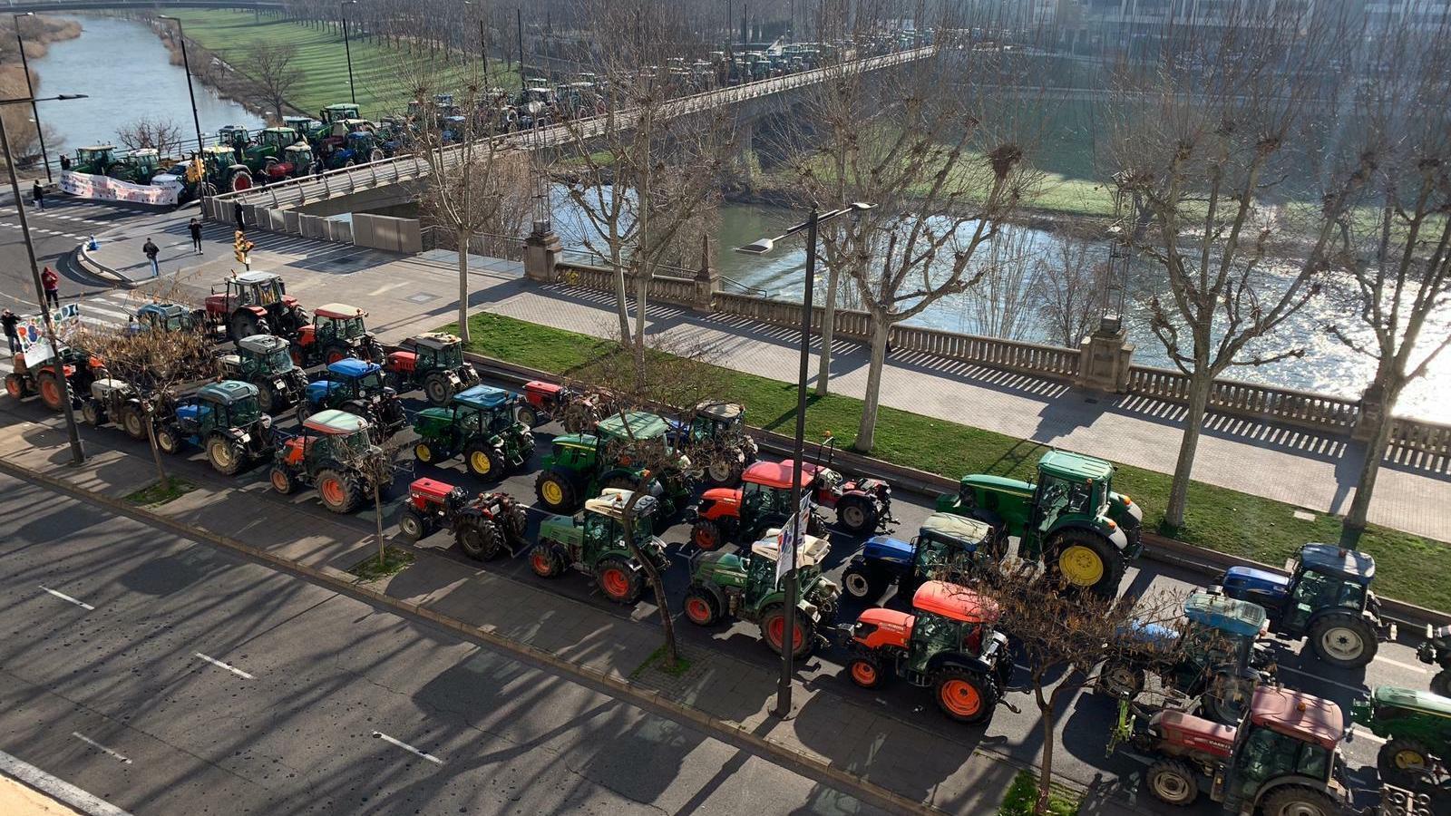 Imatge de la concentració de tractors d'aquest matí a Lleida / SANTI IGLESIAS