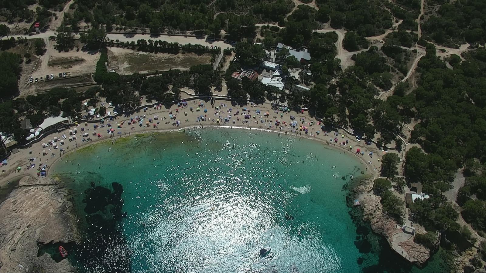 Sant Josep tanca els accessos de Cala Bassa per l'afluència de persones