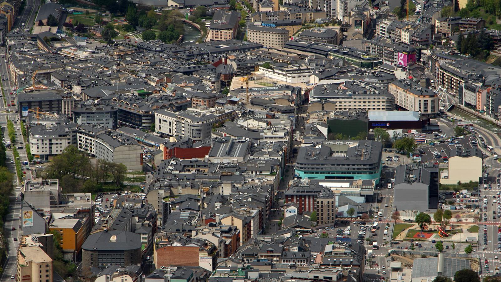 Vista aèria d'Andorra la Vella i Escaldes-Engordany. / T. N. (ANA)