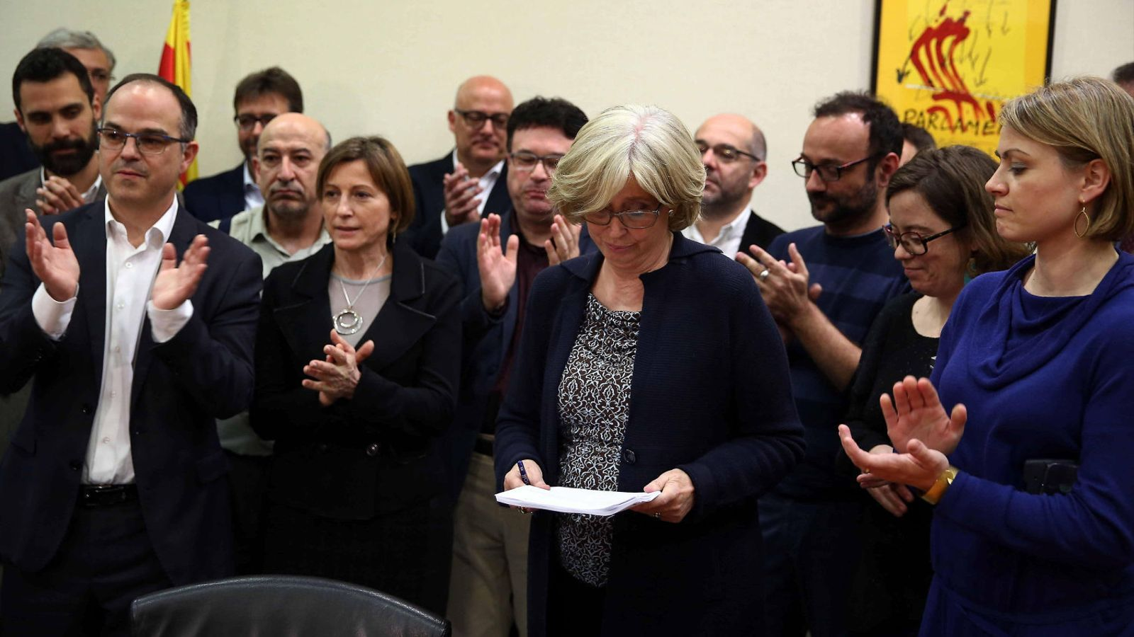 Rigau receives an ovation from fellow members of the Catalan Parliament. Source: Toni Albir / EFE