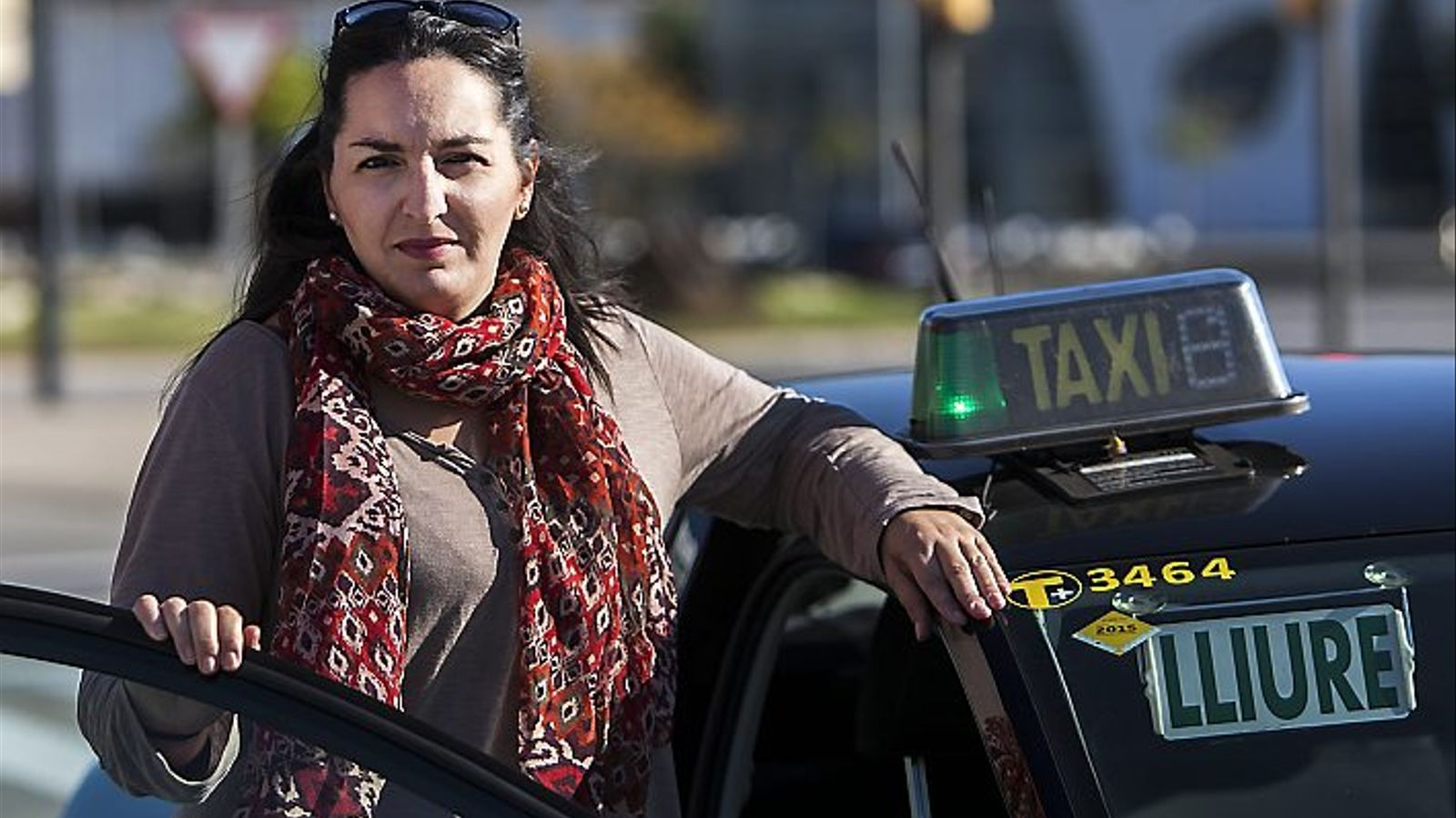 DONES EN UN MÓN D'HOMES   Tot i l'augment dels últims anys, les dones taxistes encara són una minoria.